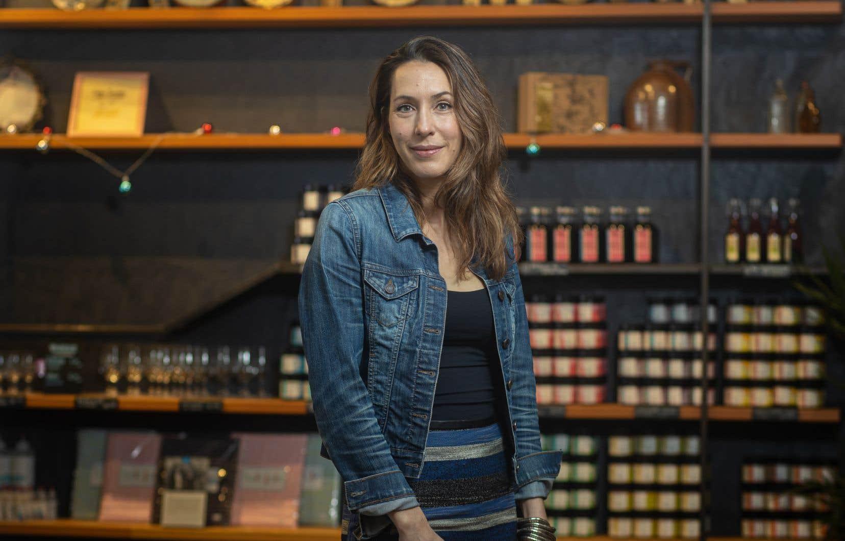 La copropriétaire de Cassis Monna&Filles, Catherine Monna, dans sa boutique de l'île d'Orléans, qui a été particulièrement achalandée cette année
