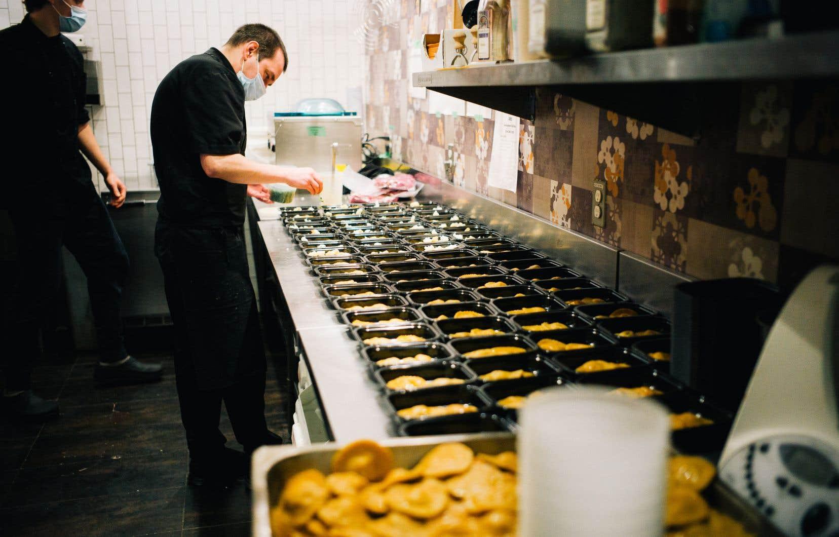 Le restaurant L'État Major sur Ontario vit une période de fin d'année frénétique. Ses commandes pour le réveillon sont presque complètes.