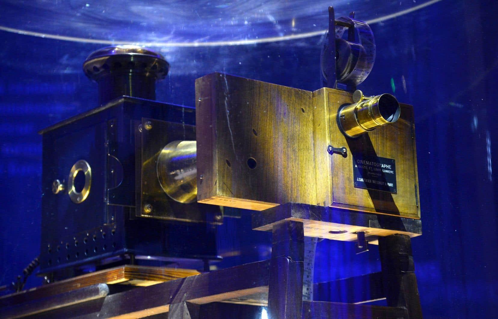 Le Cinématographe des frères Lumière présenté lors d'une exposition au musée du Grand Palais à Paris en 2015