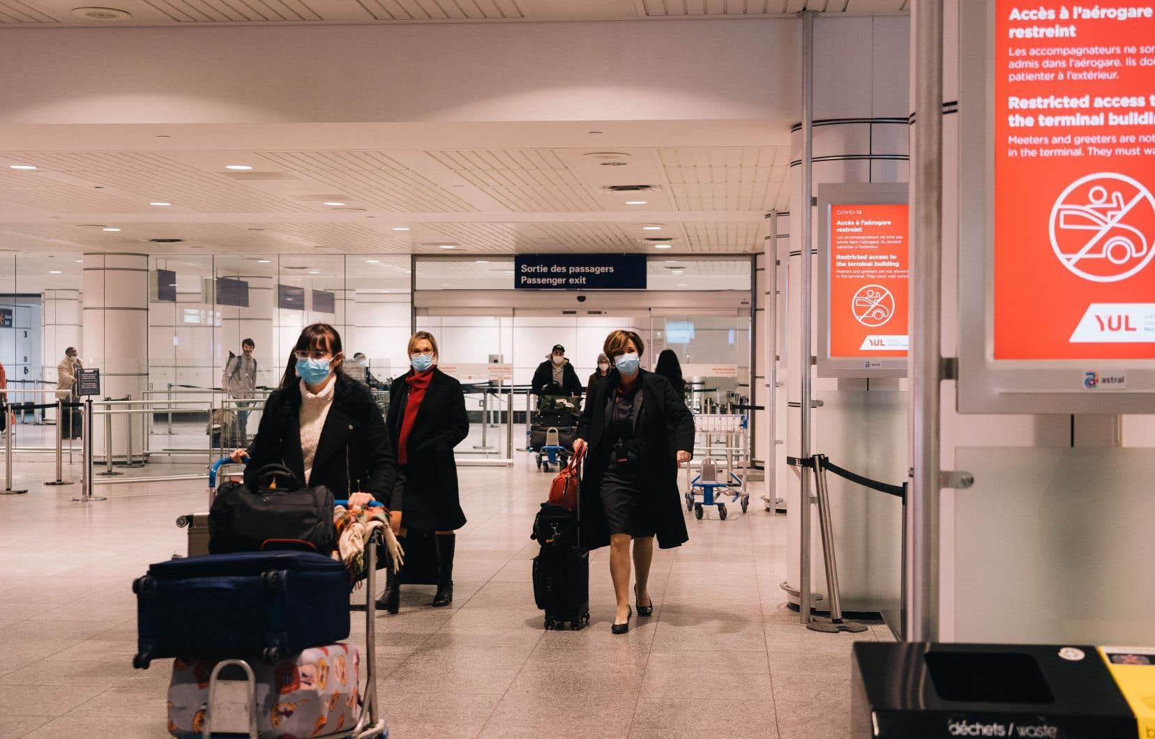 Même les passagers qui ont une preuve de résultat négatif devront respecter une quarantaine de 14 jours à leur arrivée au pays.