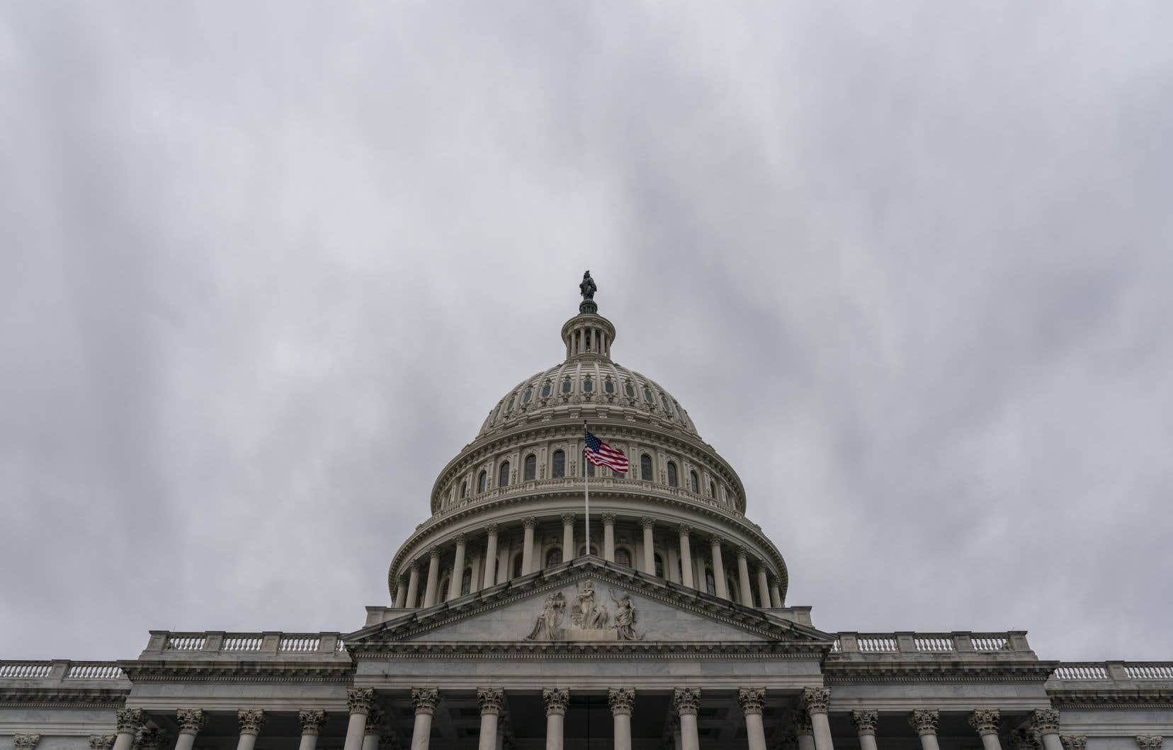 Jusqu'ici, le Congrès n'avait jamais réussi à atteindre la majorité des deux tiers nécessaire pour outrepasser le veto de Trump, qu'il a utilisé à neuf reprises durant son mandat de quatre ans.