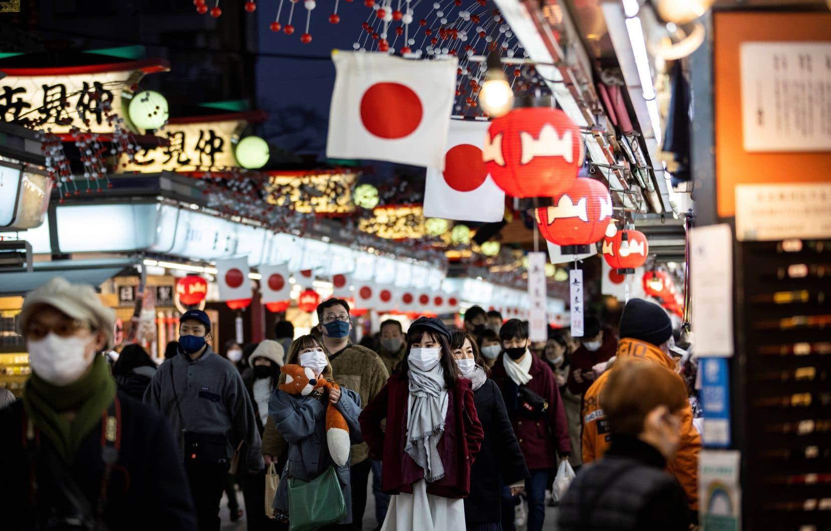 La gouverneure de Tokyo Yuriko Koike a demandé samedi au gouvernement de déclarer à nouveau l'état d'urgence, alors que la capitale a battu cette semaine son record de contaminations.