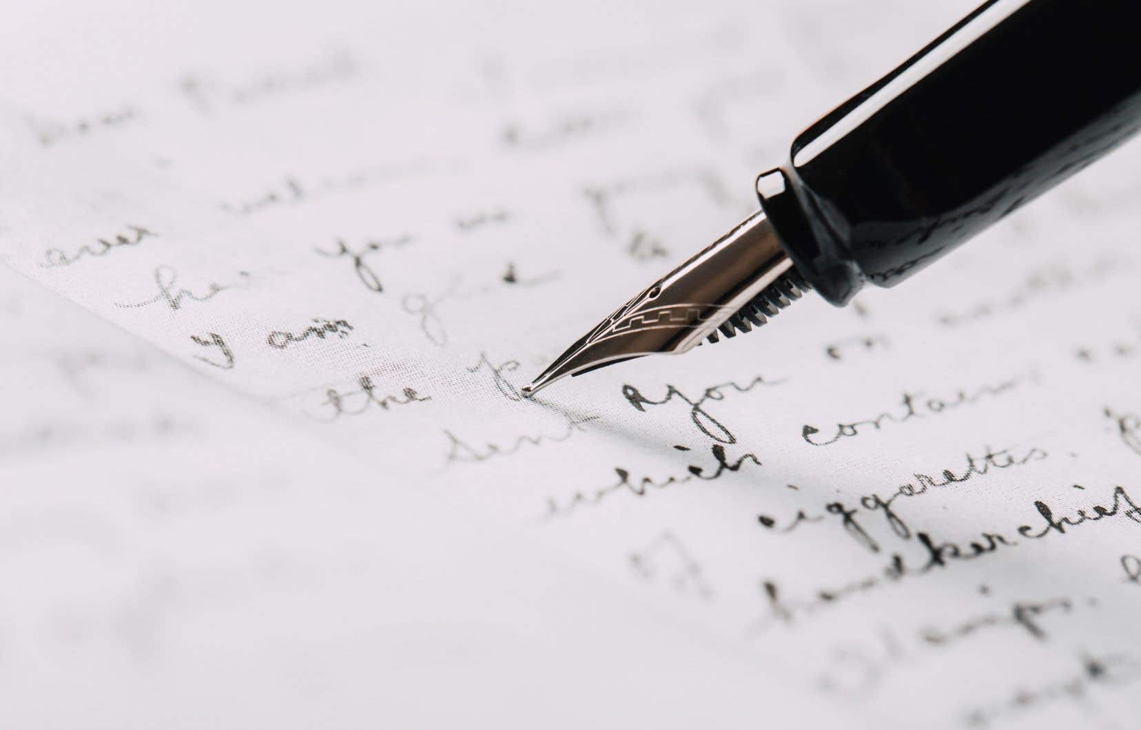 Aujourd'hui, des entreprises privées (...) offrent désormais un service sur mesure d'écriture et d'édition de biographies, imprimées en toute petite quantité, qui prend les apparences des autobiographies professionnelles.