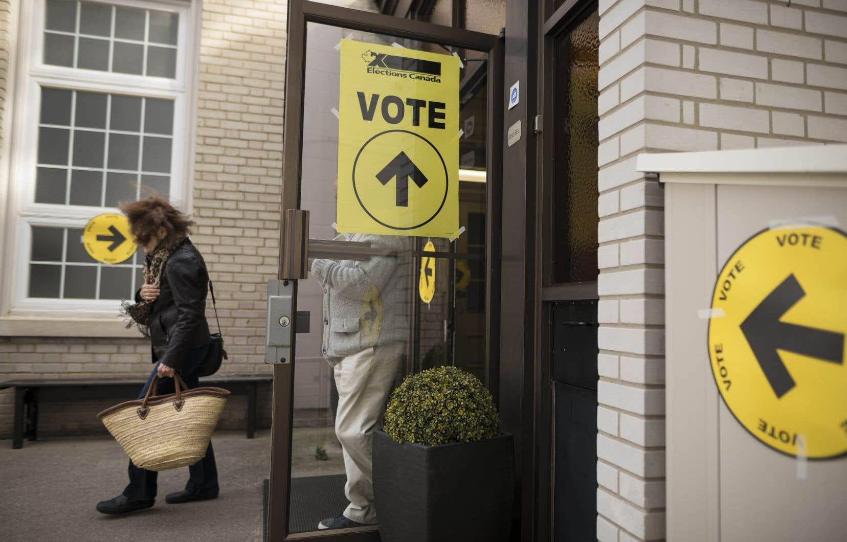 Le principal changement vise la durée du scrutin, qui se déroulerait sur trois jours, soit du samedi jusqu'au lundi habituel du vote.
