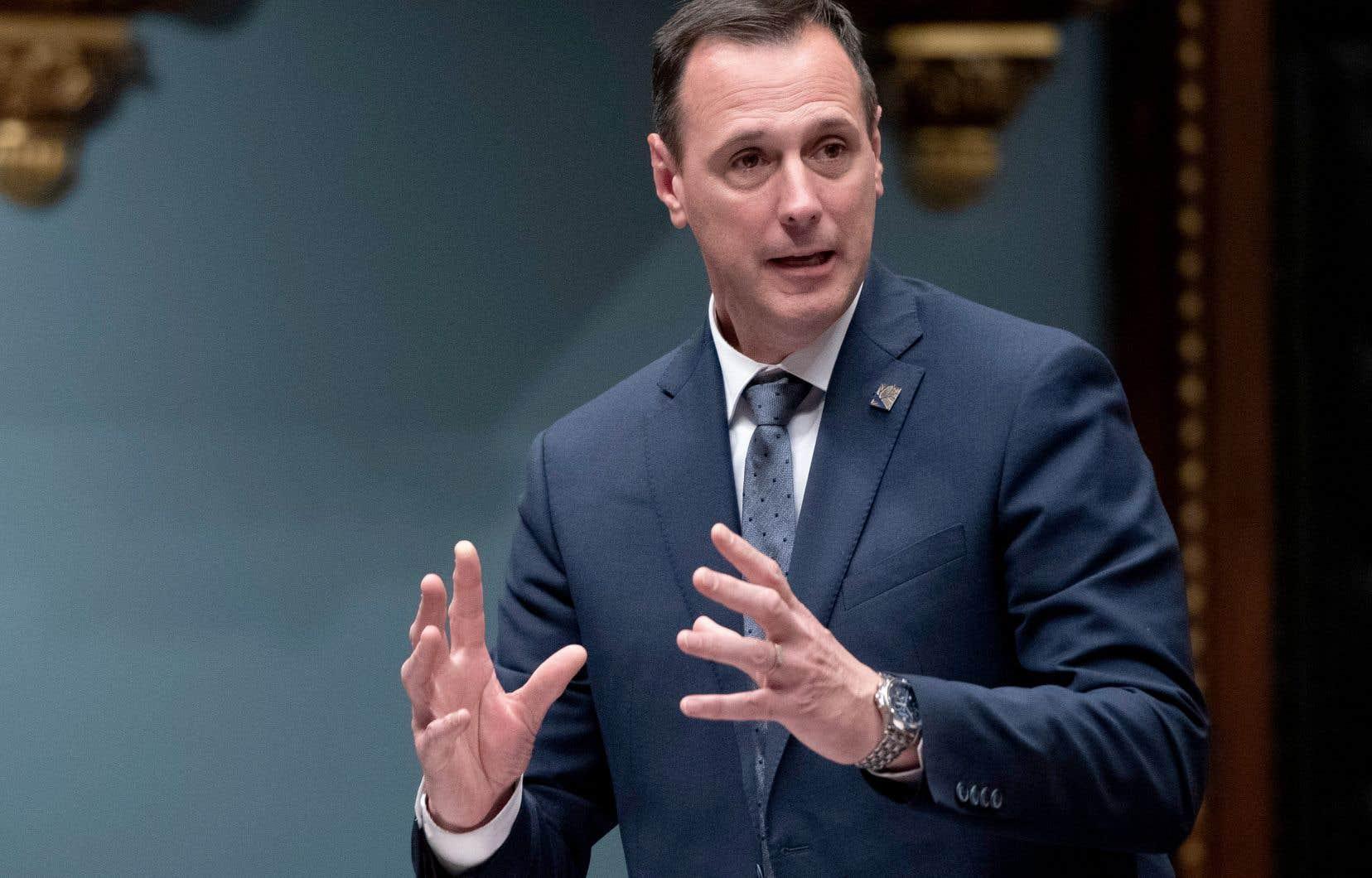 En août 2020, comparé à celui du gouvernement Ford en Ontario, le plan de retour en classe du ministre de l'Éducation québécois, Jean-FrançoisRoberge, avait des allures de devoir incomplet, estime l'auteur.
