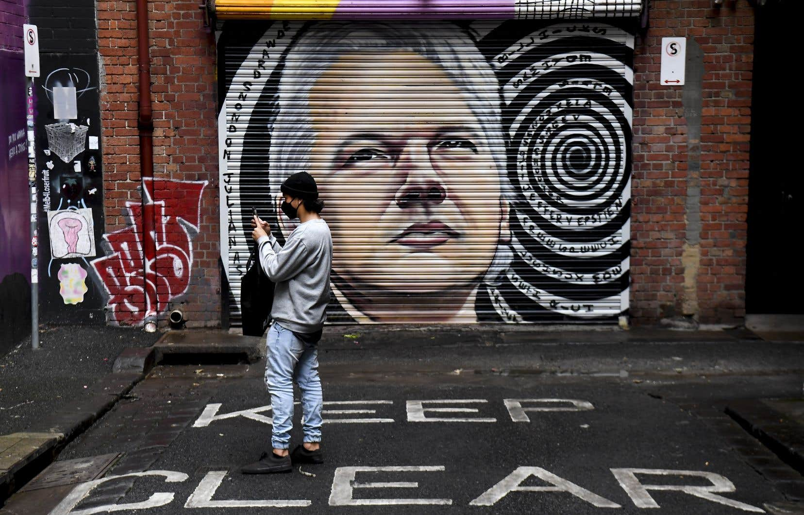 Une murale illustrant Julian Assange à Melbourne, en Australie