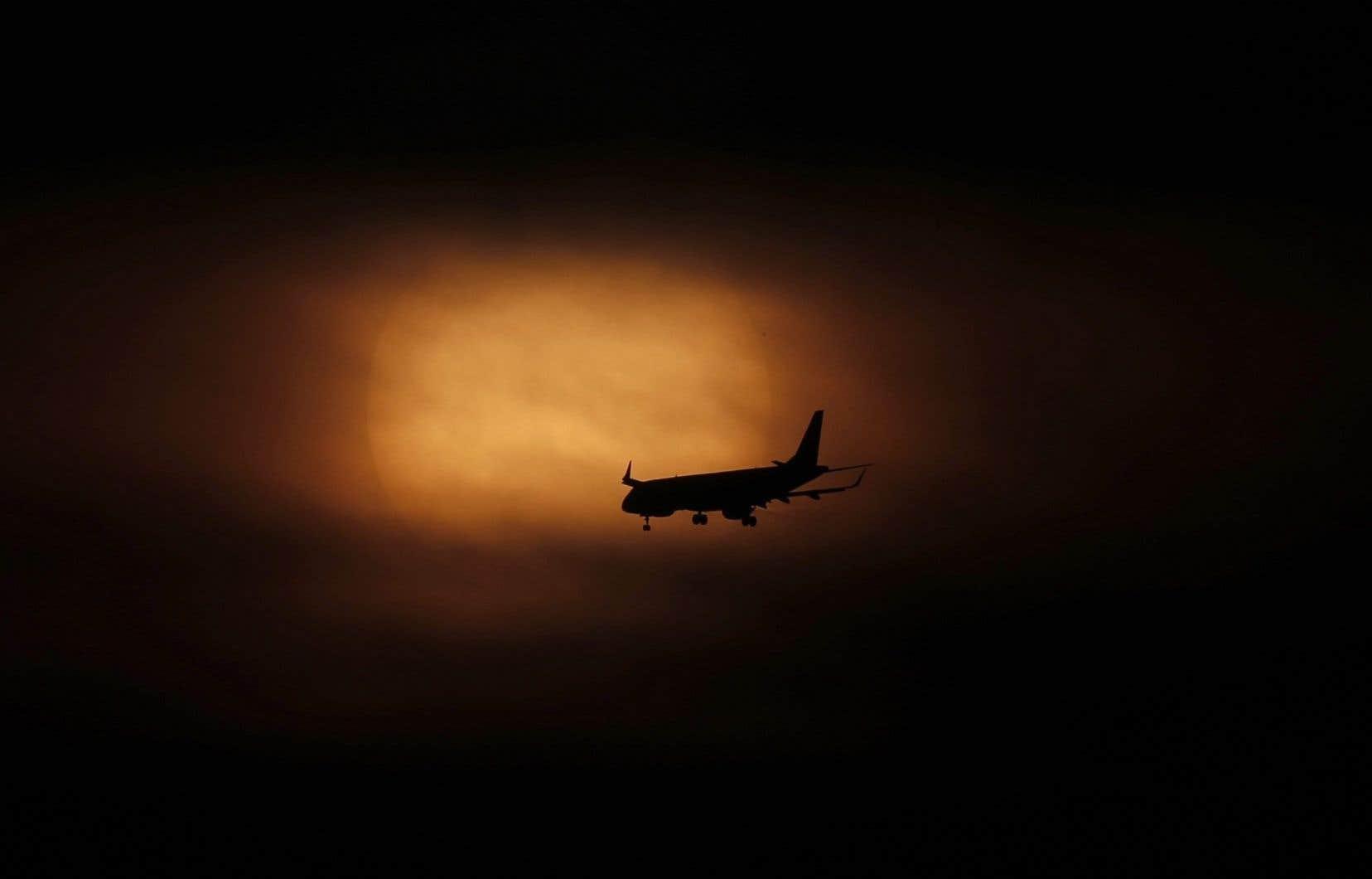 Beaucoup s'indignent envers ces voyageurs qui ont choisi de quitter le nid quelques jours, mais personne ne s'indigne lorsqu'Ottawa ne verse pas un sou au secteur aérien depuis 10 mois, déplore l'autrice.