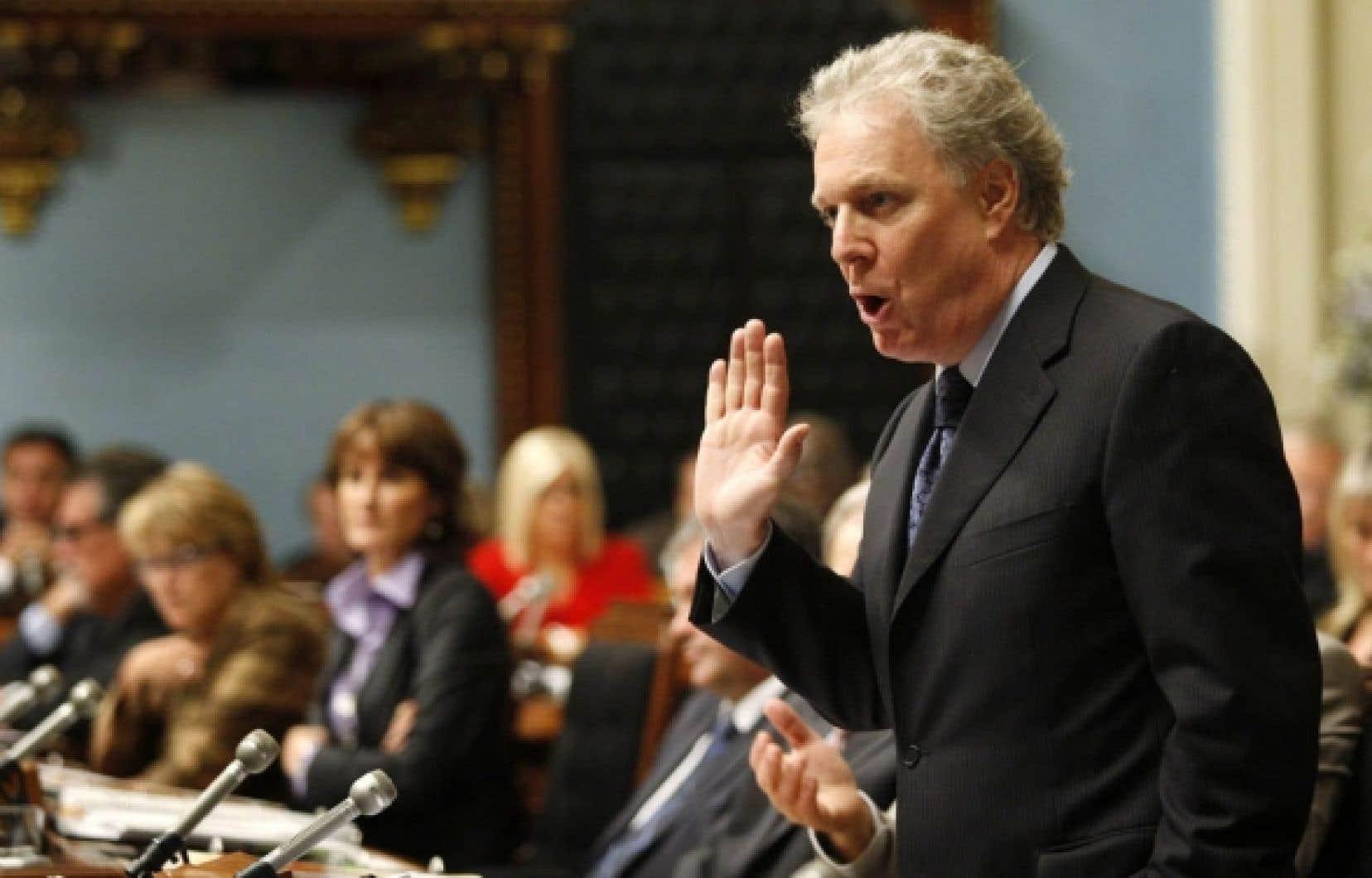 Jean Charest affirme qu'il va réfléchir à la façon de présenter les enjeux qui concernent le Québec lors de la campagne électorale qui s'annonce. <br />