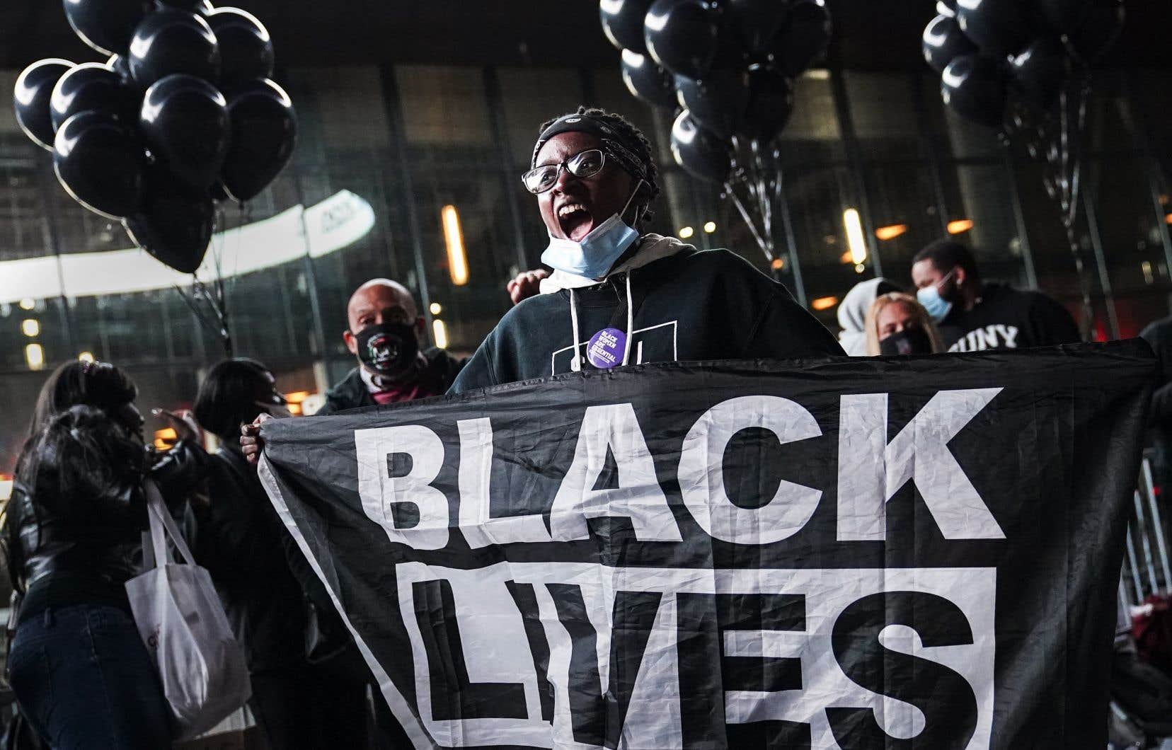 Malgré l'application d'un cadre législatif dans les années 1960 afin de condamner le racisme, l'État américain a définitivement échoué à enrayer l'inégalité entre la population afro-américaine et la population blanche, croit l'auteur.
