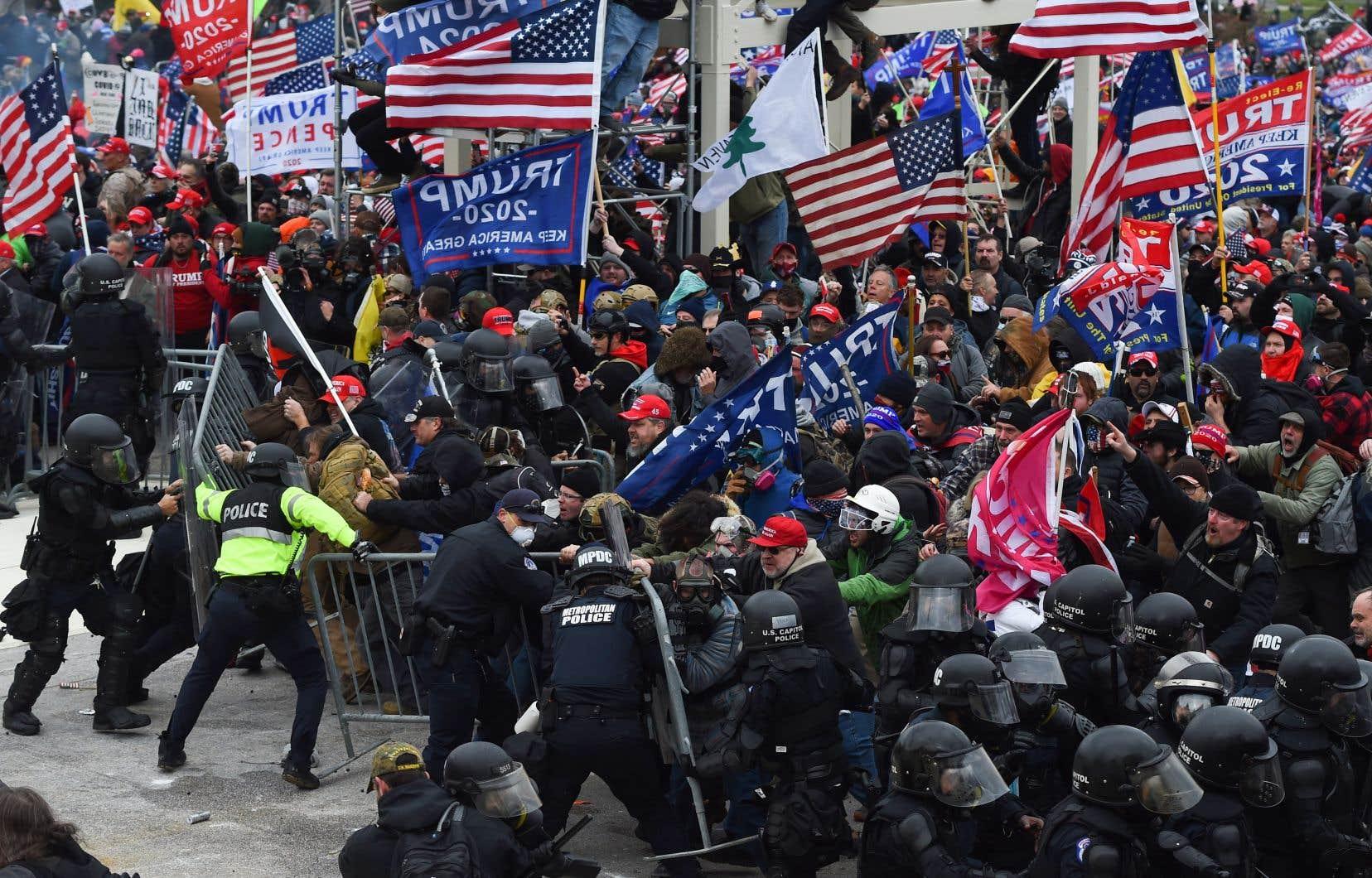 Démocrates et républicains reprochent à Donald Trump d'avoir encouragé les émeutiers qui ont pris d'assaut le Capitole mercredi, en leur scandant qu'il fallait «se battre» et «être forts» pour «regagner» le pays.