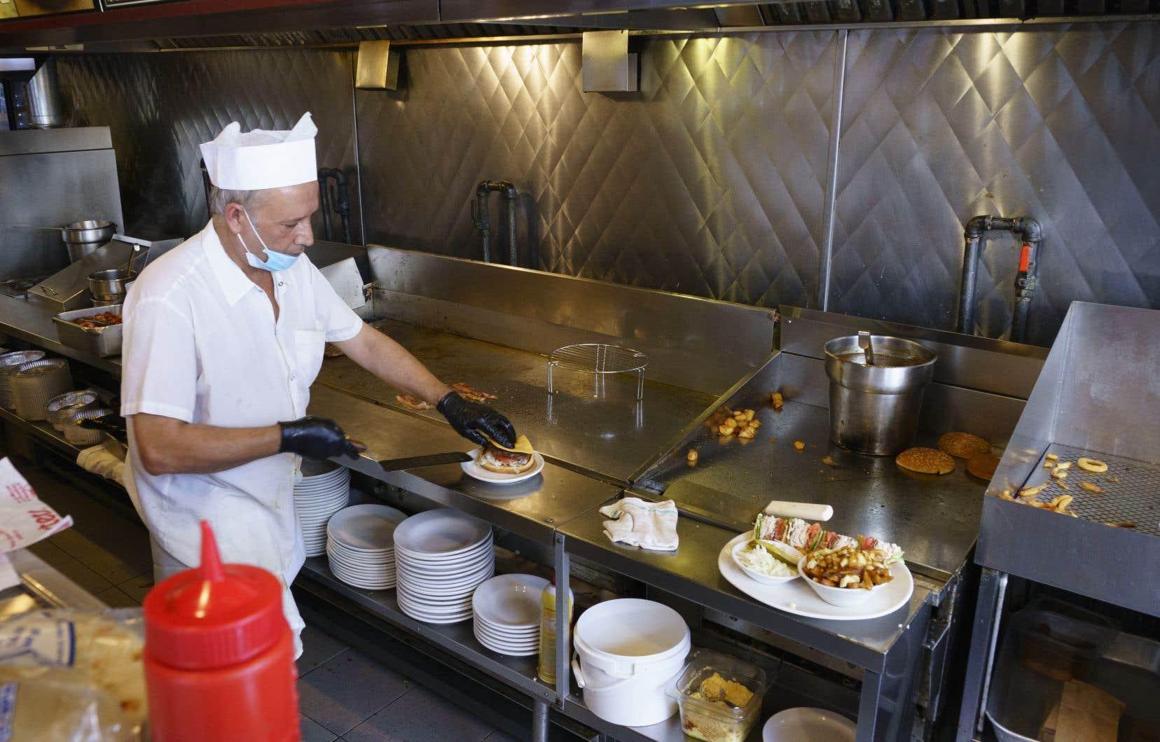 Le secteur de la restauration compte parmi les plus durement touchés au Canada.