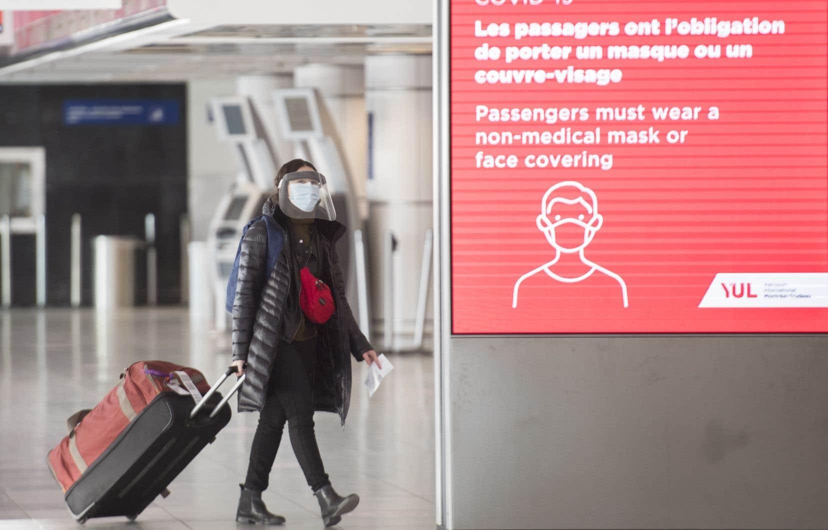 Depuis jeudi, les voyageurs aériens ont l'obligation de présenter un test négatif de dépistage de la COVID-19 pour entrer au Canada.