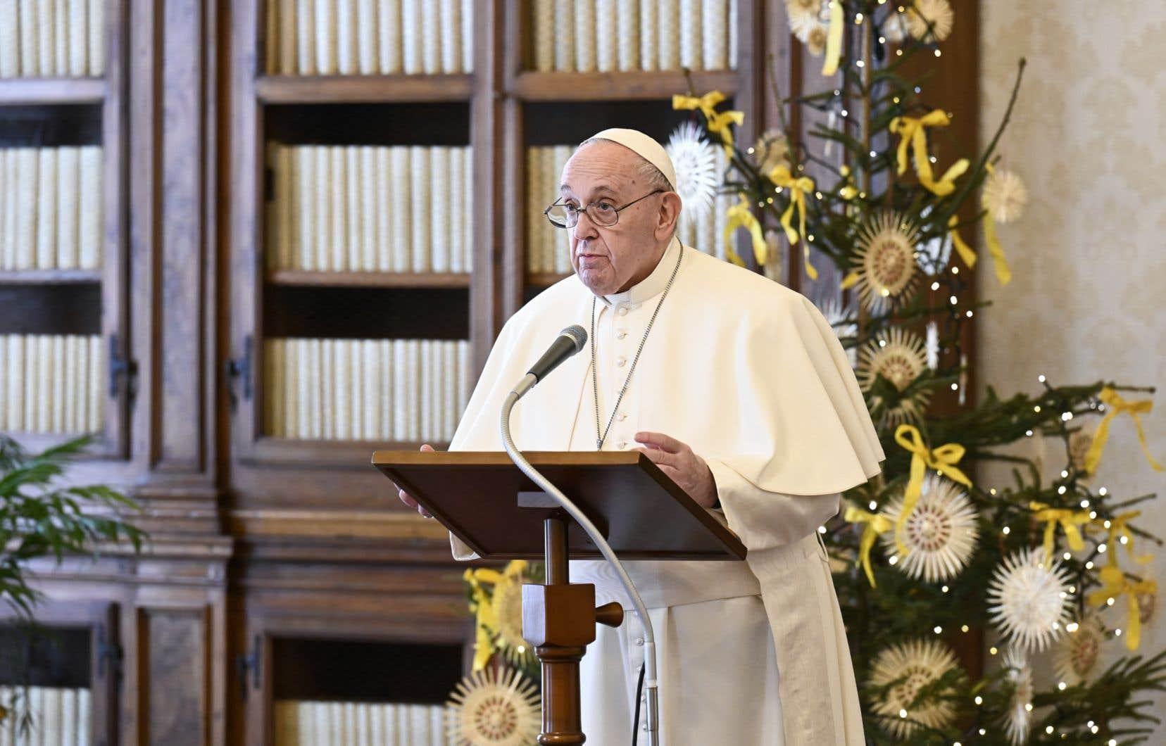 Face au vaccin contre la COVID-19, «il y a un négationnisme suicidaire que je ne saurais pas expliquer, mais aujourd'hui il faut se faire vacciner», a déclaré en entrevue le pape François.