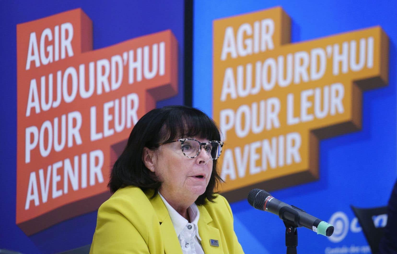 «Ce qu'on veut, c'est que ces tests soient faits rapidement, qu'ils soient rendus publics, que les parents et le personnel puissent en prendre connaissance, que s'il y a des problèmes, que les solutions soient prises rapidement», plaide la présidente dela Centrale des syndicats du Québec, Sonia Ethier.