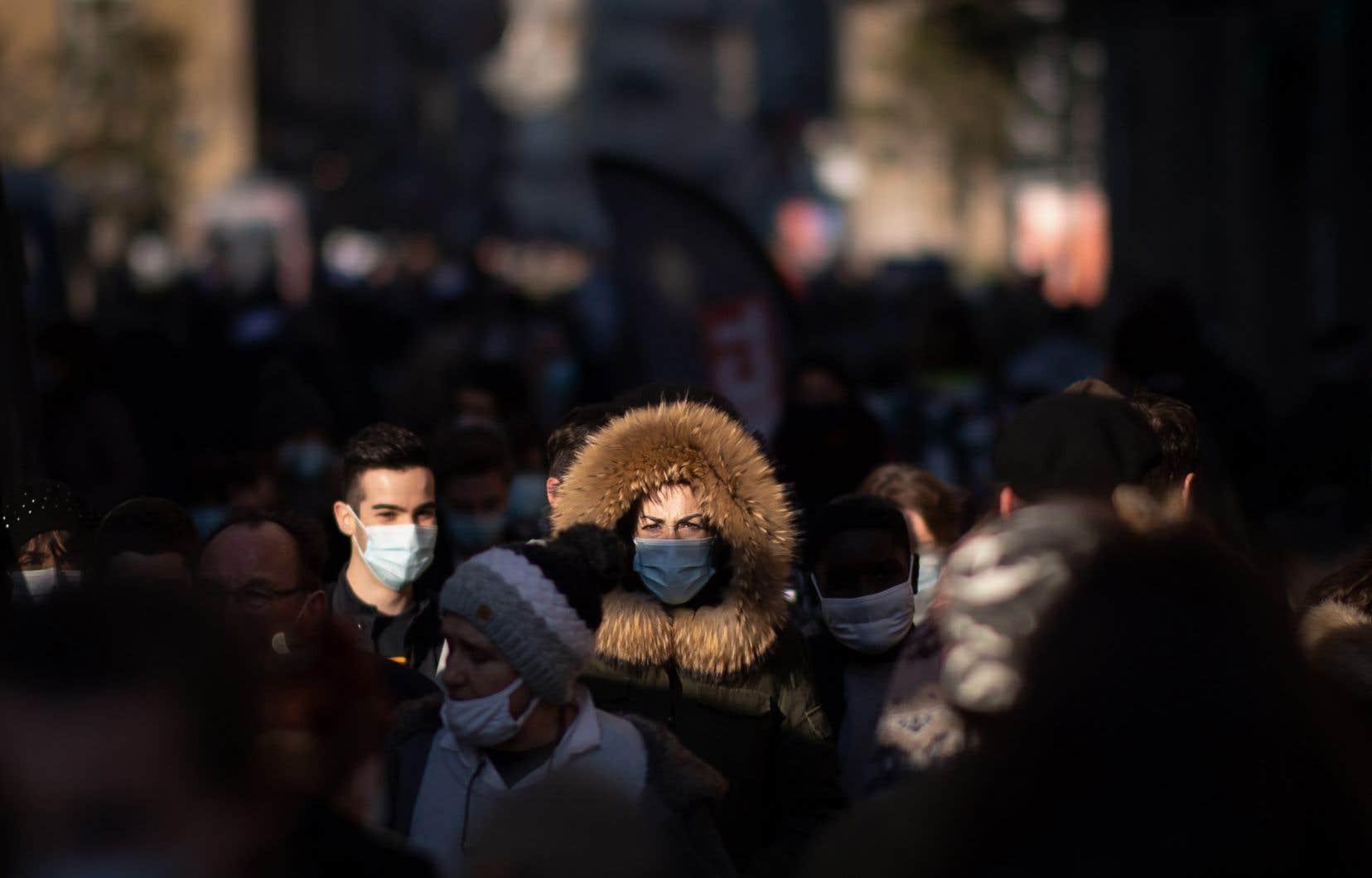 Les semaines à venir constitueront «la phase la plus dure de la pandémie» avec un personnel médical travaillant au maximum de ses capacités, a prévenu Angela Merkel.