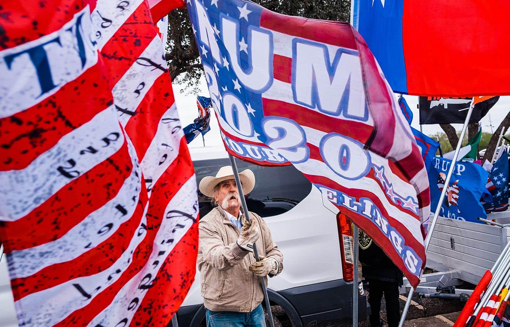 Les partisans de Donald Trump prient pour qu'il demeure président après le 20 janvier.