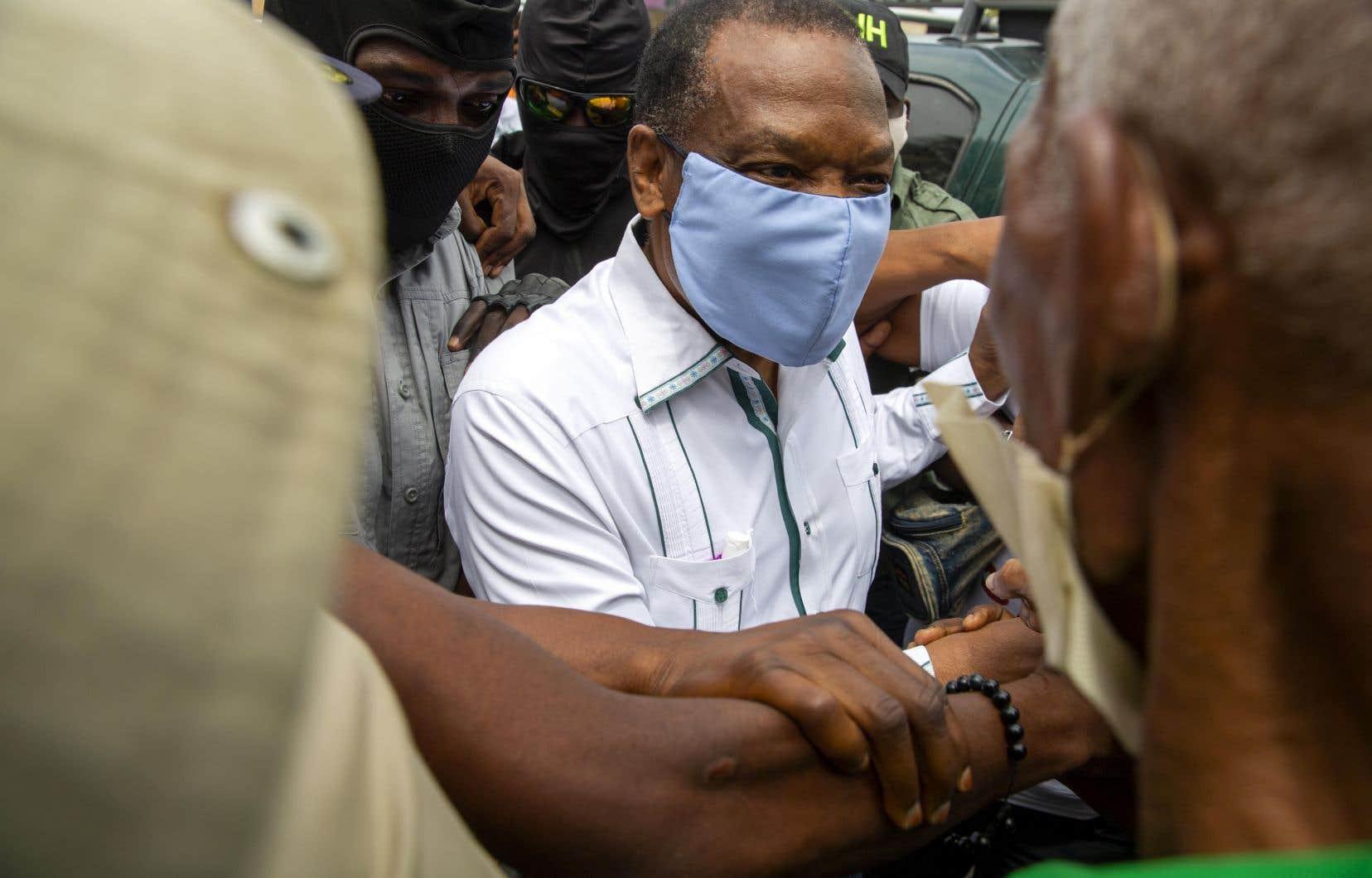 Yves Jean-Bart, le président de la fédération haïtienne de soccer pendant 20ans, est soupçonné d'avoir violé des jeunes filles âgée de seulement 14ans.
