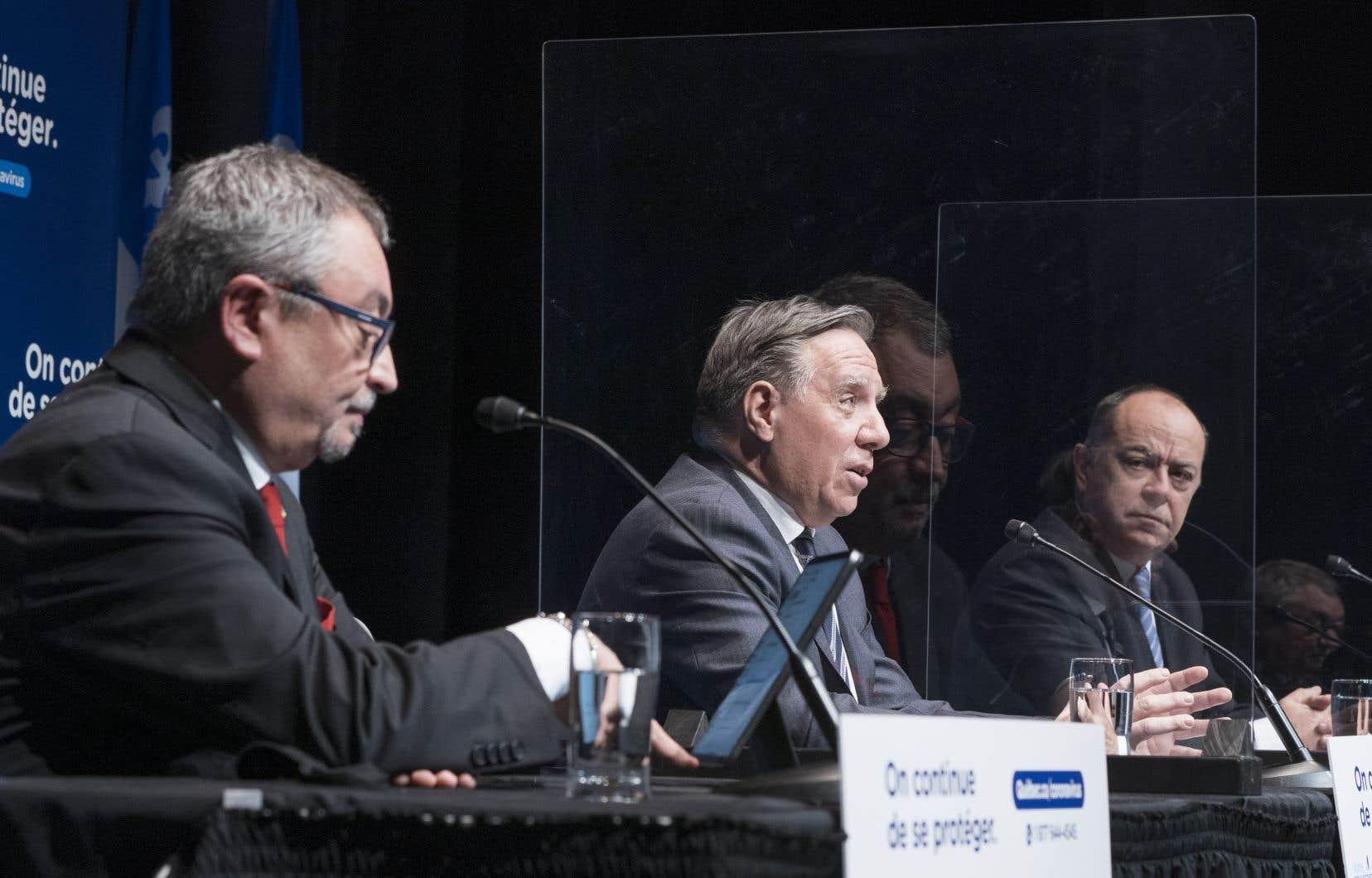 «Il est temps pour le cabinet du premier ministre Legault de se recentrer et de poser toutes les actions nécessaires pour accélérer la campagne de vaccination contre la COVID-19», écrit l'auteur.