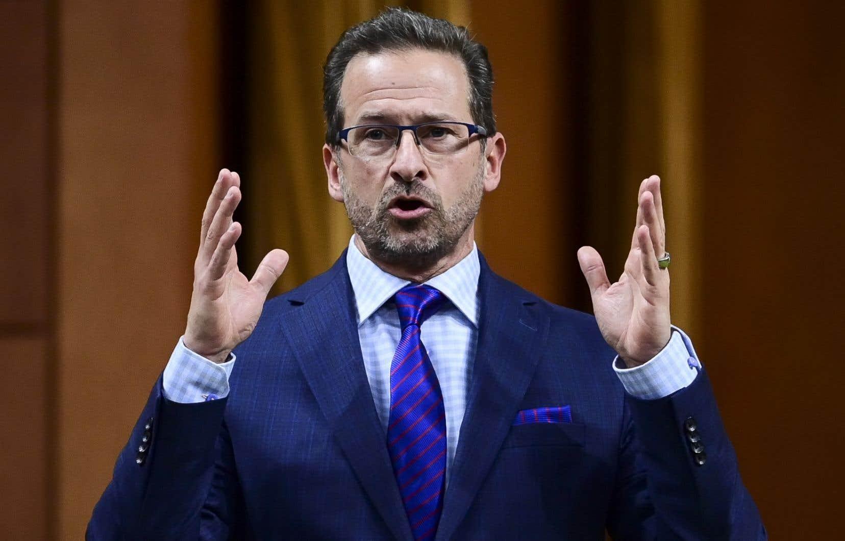 Dans une déclaration faite en fin de journée jeudi, le chef du Bloc québécois, Yves-François Blanchet, a écrit avoir «soulevé des questions légitimes en démocratie» au sujet du nouveau ministre fédéral des Transports, Omar Alghabra.