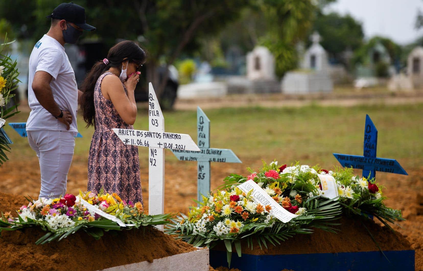 Le Brésil est le deuxième pays ayant enregistré le plus grand nombre de morts dues à la COVID-19, après les États-Unis (389581).