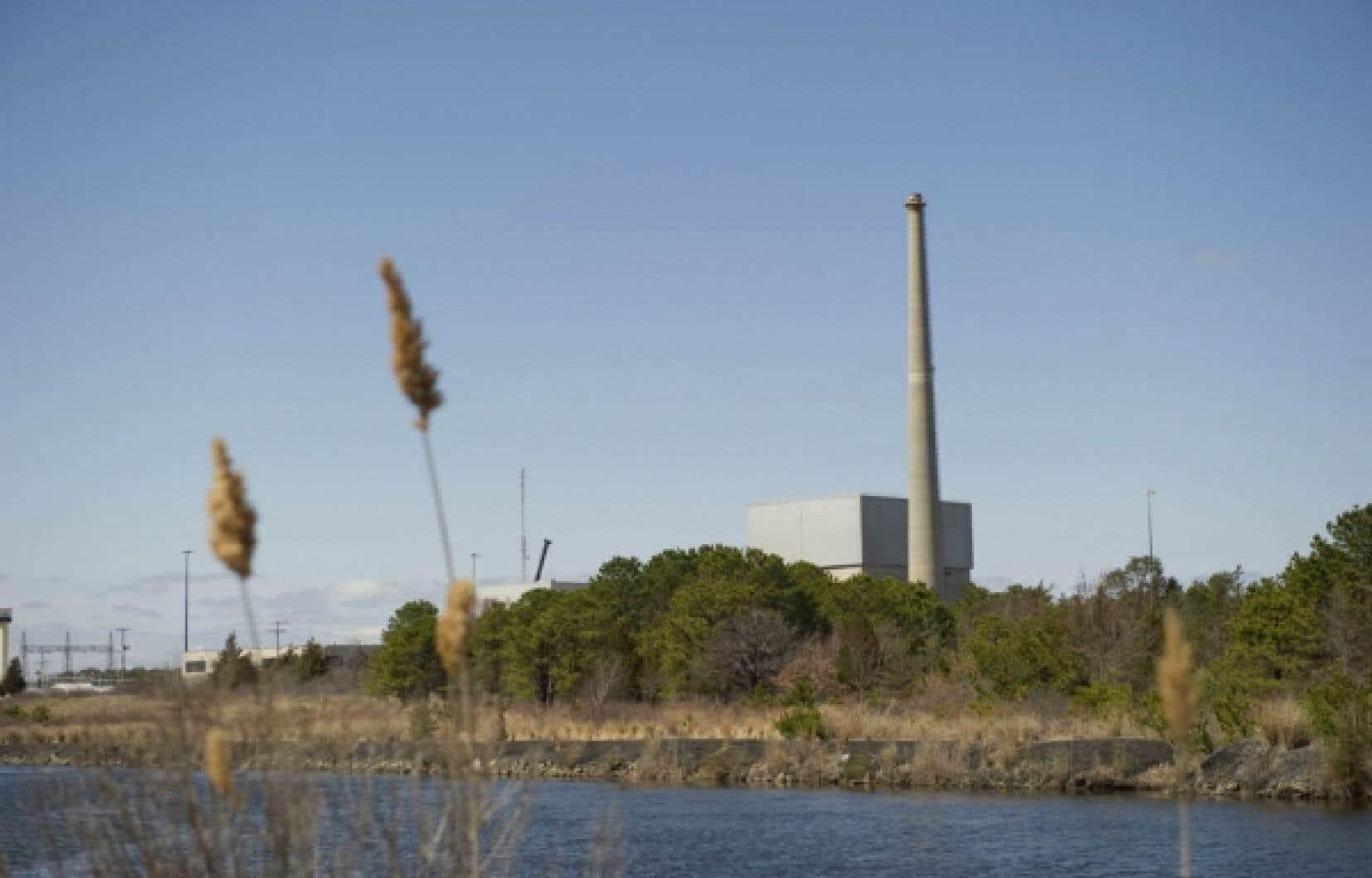 La centrale nucléaire d'Oyster Creek, dans le New Jersey. Un sondage du Pew Research Center for People & the Press indique que 52 % des Étasuniens s'opposent désormais à l'essor du nucléaire.<br />