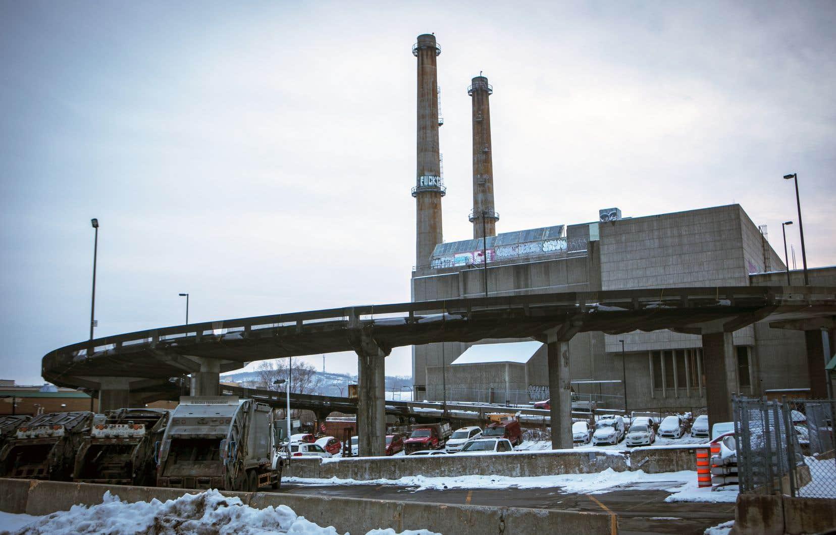 L'édifice construit en1970, où des tonnes de déchets ont été brûlées pendant plus de 20ans, est lourdement contaminé.