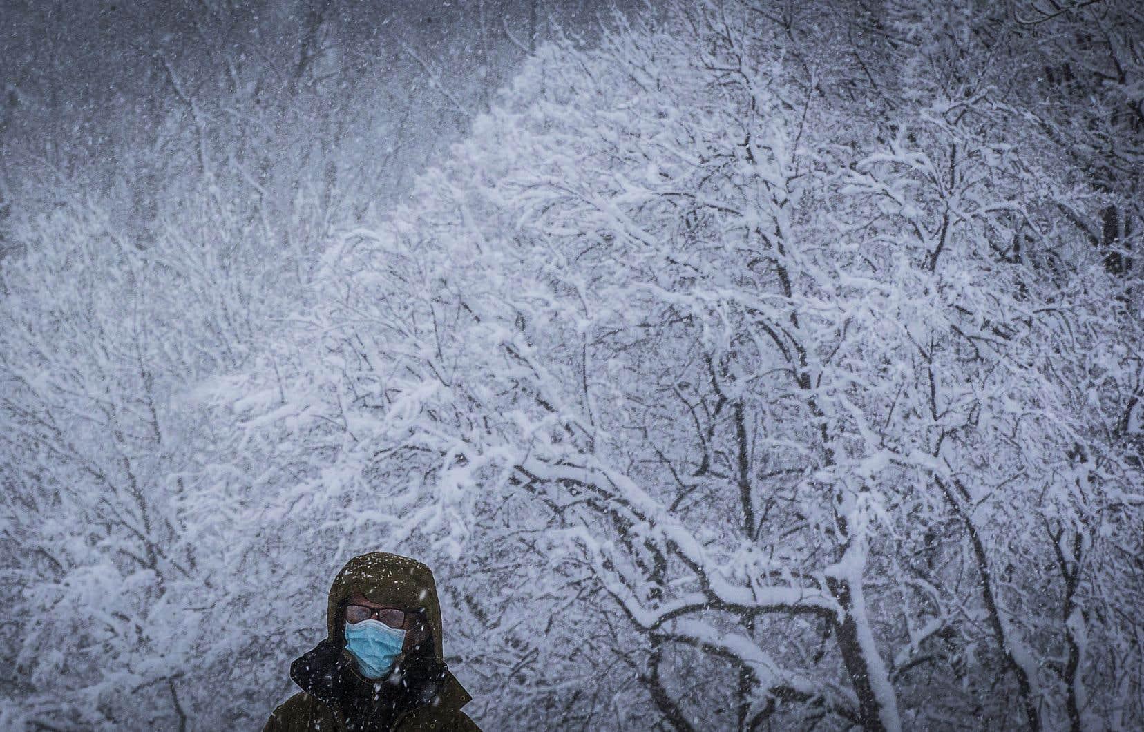 Dans la région de Montréal, les accumulations de neige totaliseront entre 15 à 20 centimètres d'ici dimanche matin.