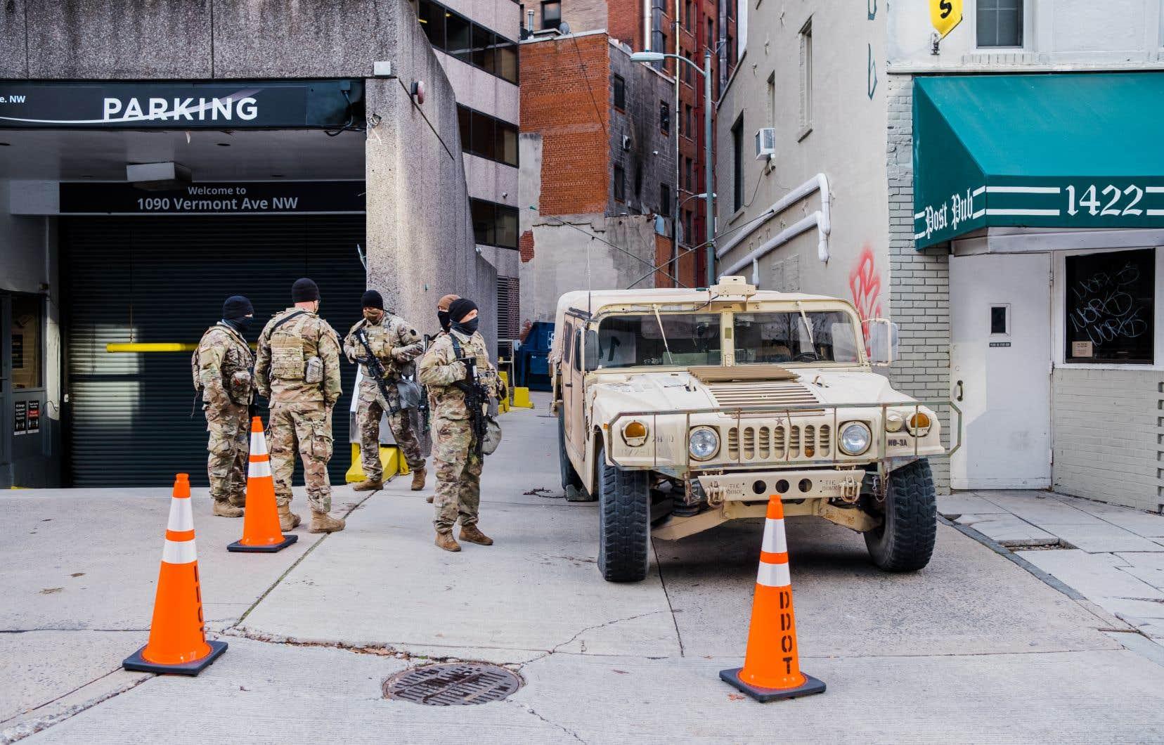Seules les personnes dûment accréditées seront autorisées à pénétrer dans la zone où patrouillent des milliers de militaires.