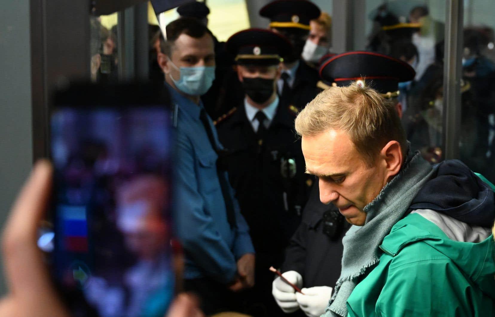 Les services pénitentiaires russes ont précisé qu'Alexeï Navalny «restera en détention jusqu'à la décision du tribunal»sur son cas.