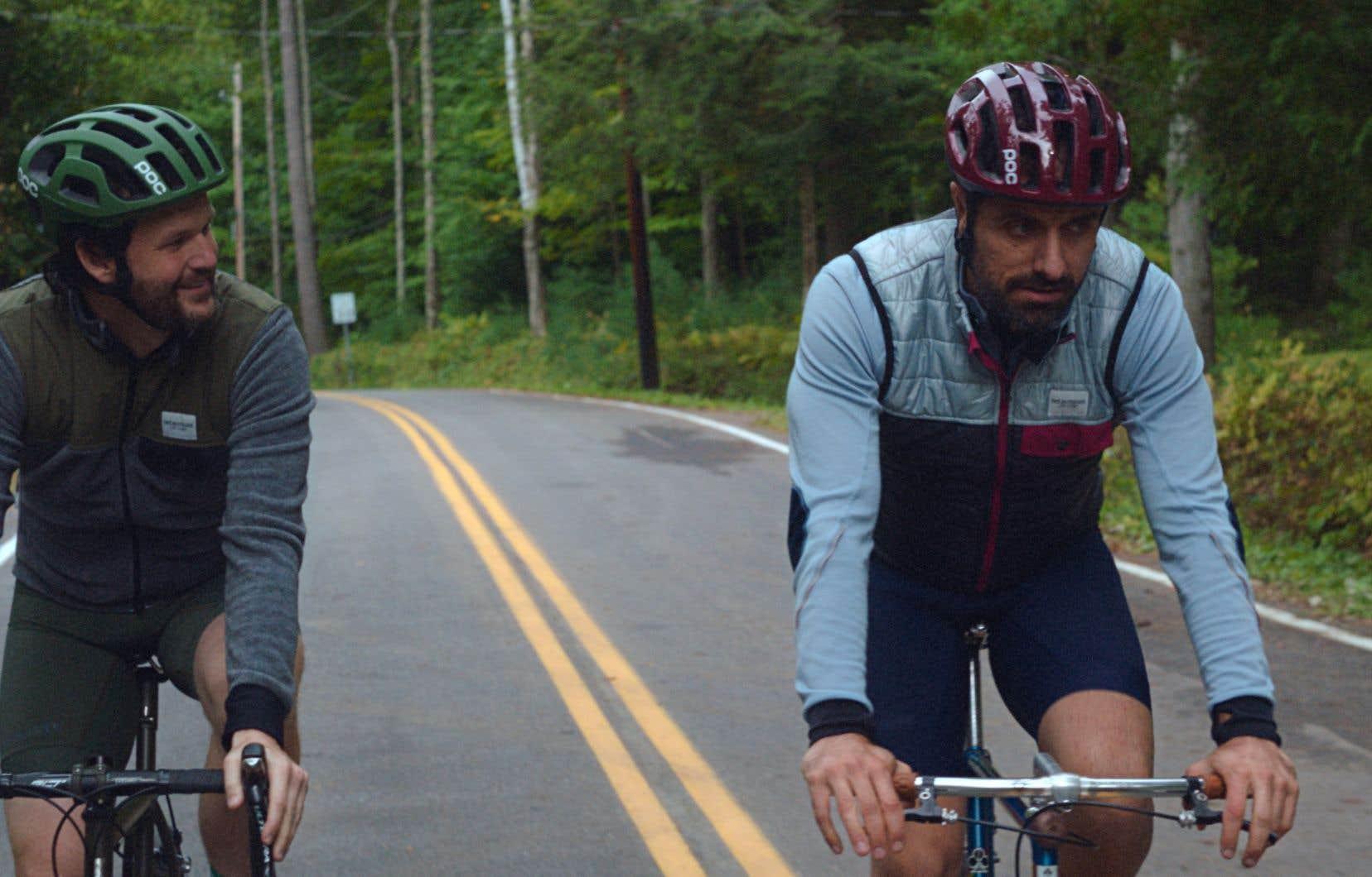 The Climb (La montée), coécrit par Kyle Marvin (à gauche) et Michael Angelo Covino, se joue habilement des codes traditionnels de la masculinité.