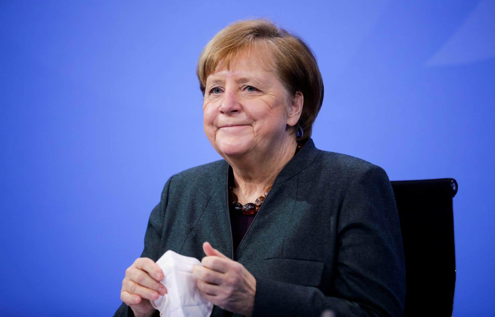 «J'ai hâte [d'ouvrir]un nouveau chapitre de l'amitié et de la coopération germano-américaines», a dit la chancelière Angela Merkel dans un message de félicitations.