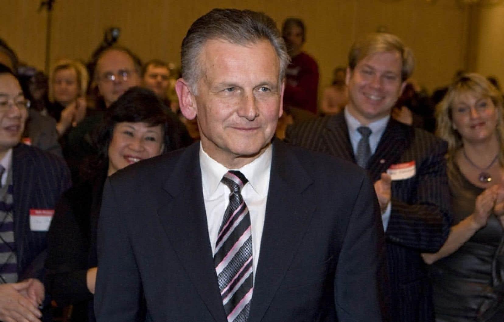 Larry Smith, candidat conservateur dans la circonscription montréalaise de Lac-Saint-Louis, dit ne pas se formaliser de la stratégie axée sur les régions de son parti.<br />
