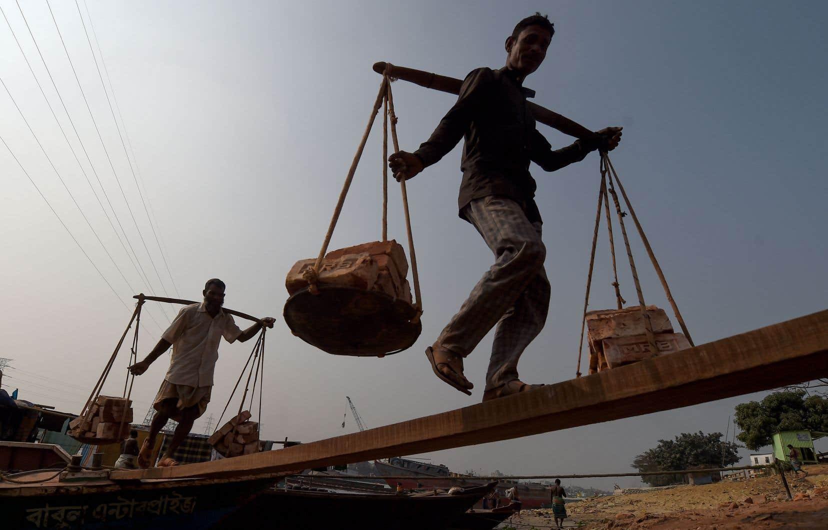 «L'ONU estime que le taux de pauvreté mondiale augmentera pour la première fois depuis 1990», indique l'autrice.