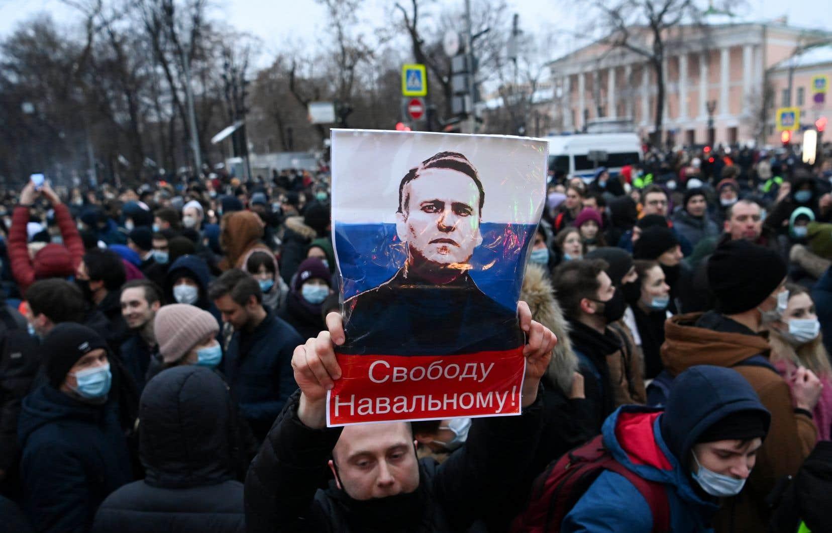 Outre les dizaines de milliers de manifestants rassemblés samedi, Alexeï Navalny peut se targuer d'avoir réuni 86 millions de vues sur YouTube en moins d'une semaine en accusant Vladimir Poutine de s'être fait bâtir un fastueux palace en bord de mer.