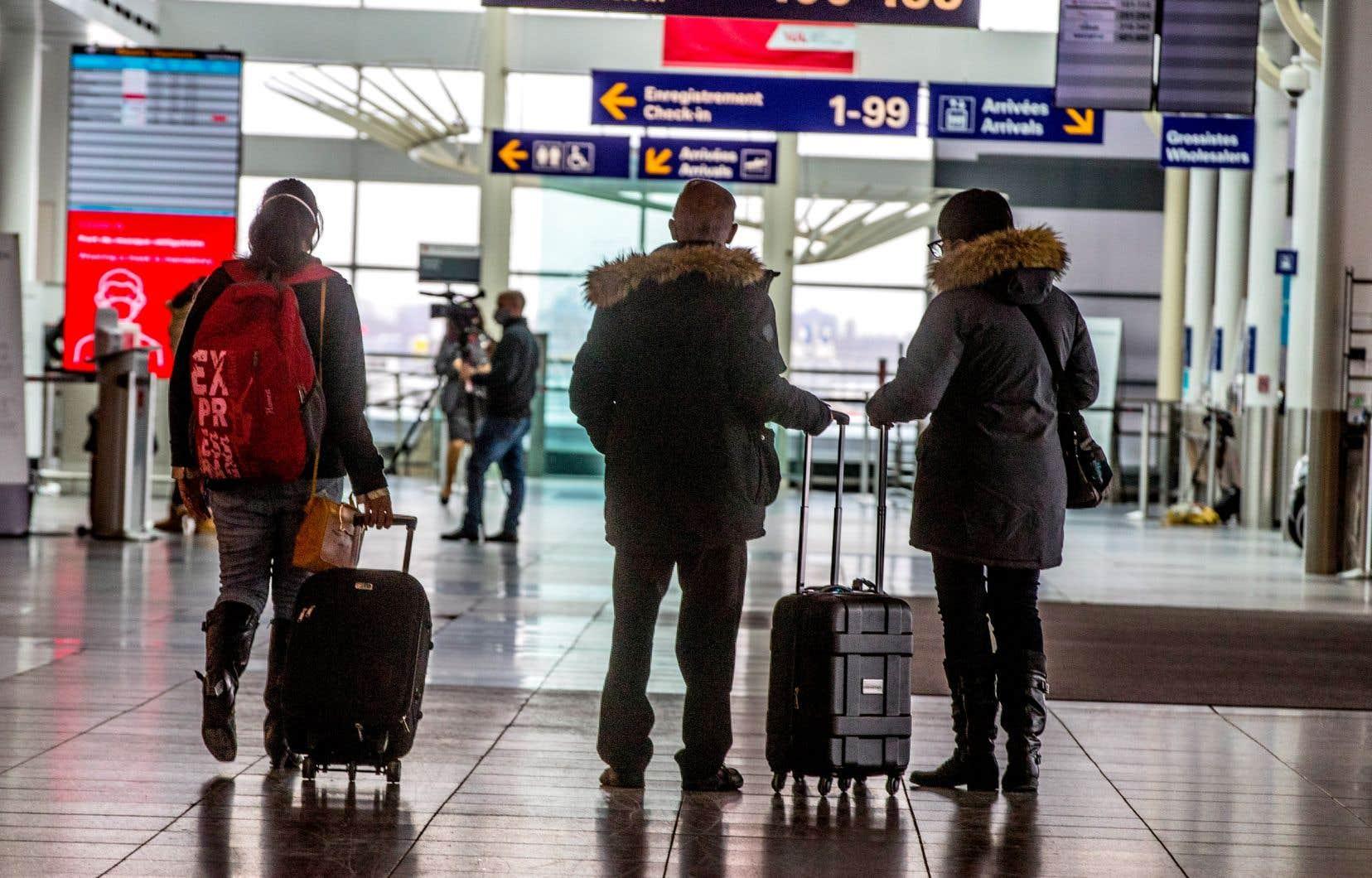 En attendant d'obtenir une entente sur le projet de loi du gouvernement libéral, Ottawa a modifié il y a deux semaines le processus de réclamation de la PCMRE, obligeant les demandeurs à indiquer si la quarantaine pour laquelle ils demandent une indemnité découle d'un voyage. Dans l'affirmative, le traitement de leur demande est suspendu.