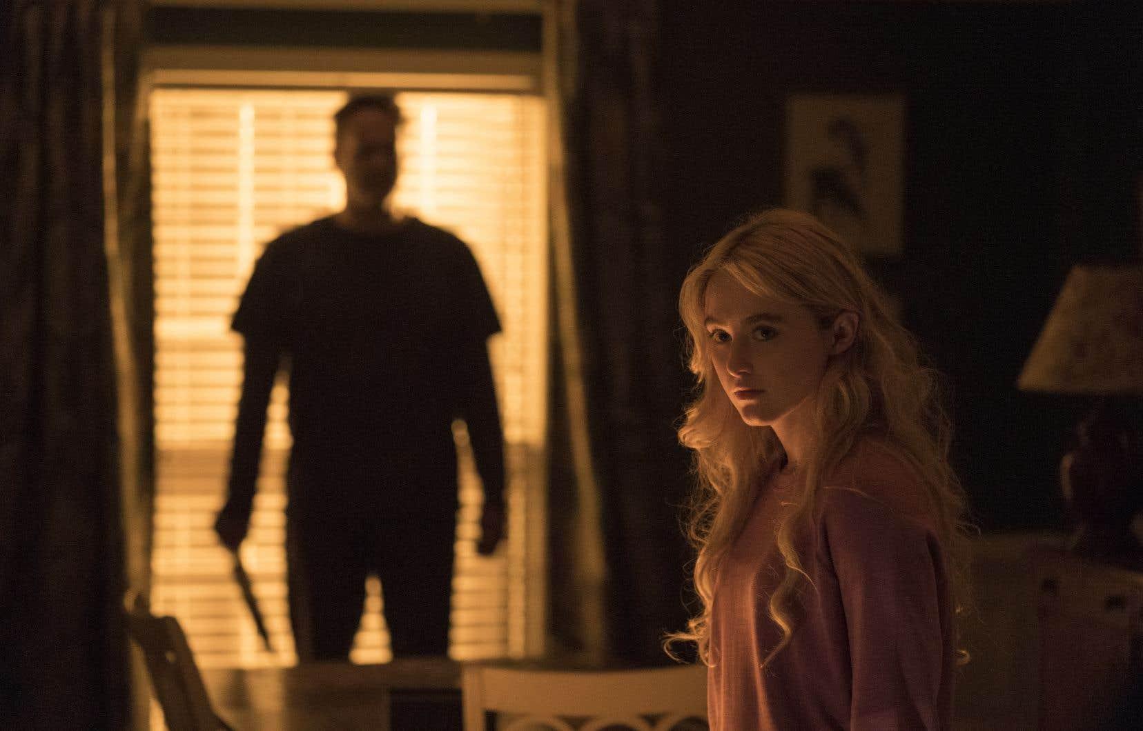 Le Boucher  (Vince Vaughn) et Millie Kessler (Kathryn Newton) dans une scène de Freaky, le film le plus accompli de Christopher Landon sur le plan technique. Lorsque l'action menace de virer au funeste, l'éclairage devient  volontiers stylisé, monochrome.