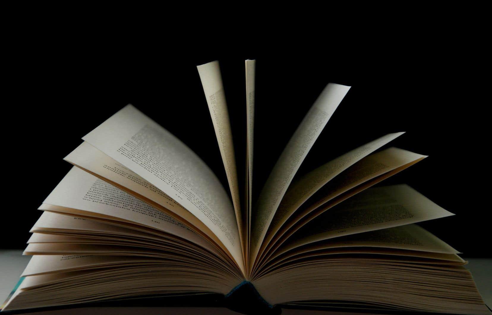 Selon l'UNEQ, la non-réglementation du secteur ouvre la porte à des clauses abusives dans les contrats d'édition, liés notamment aux droits d'exclusivité.