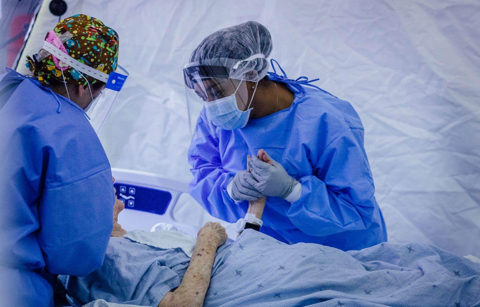 Fin mai, on a enfin accueilli le photojournaliste Valérian Mazataud dans l'enceinte de l'hôpital mobile de LaSalle, une permission qui demeure, au <i>Devoir </i>comme partout dans les médias québécois, une rare exception.