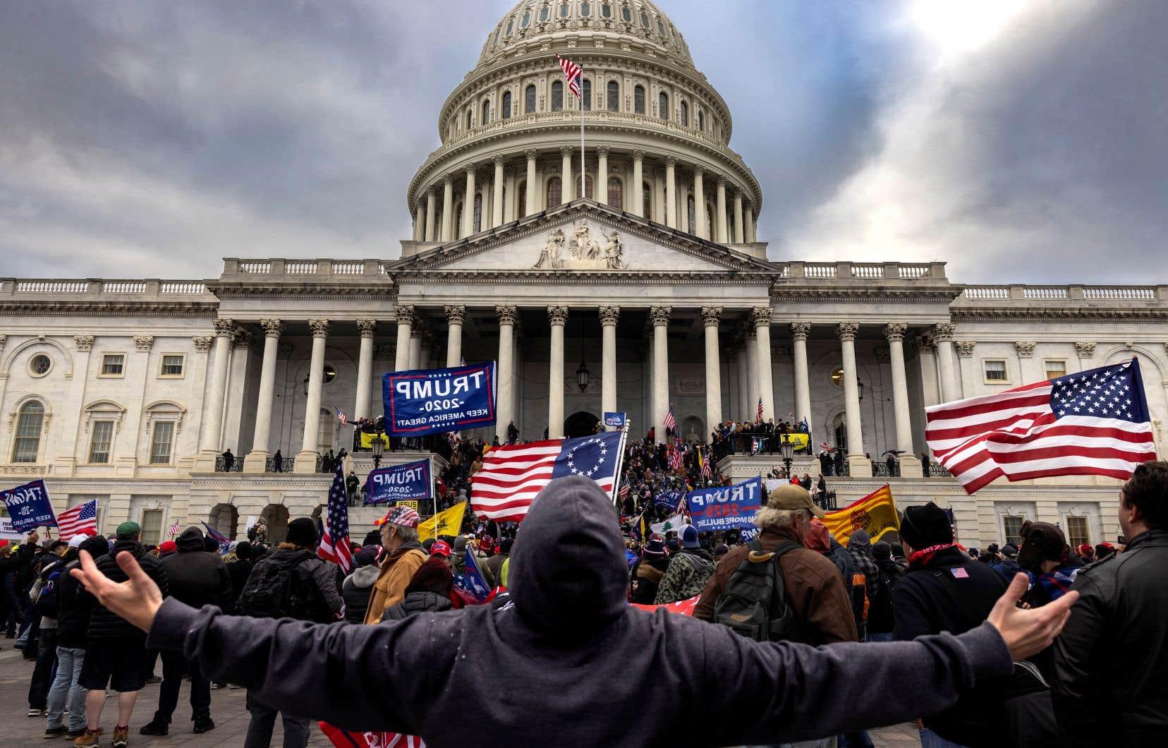 Certains «pourraient avoir été galvanisés par l'intrusion le 6janvier» dans le Capitole, selon le ministère, en référence à l'assaut meurtrier de partisans de Donald Trump sur le siège du Congrès au moment où les élus certifiaient la victoire de son rival.