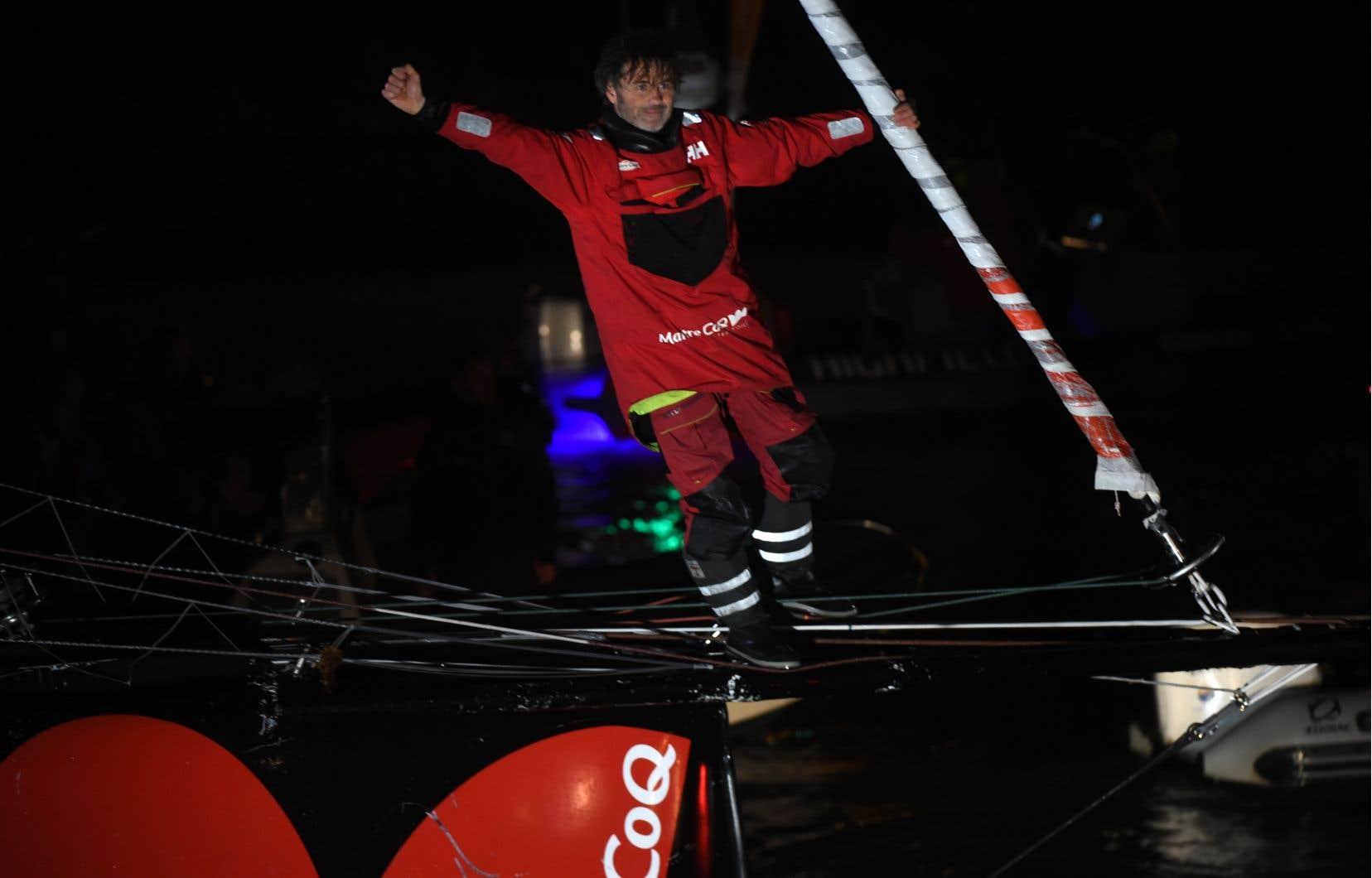 Yannick Bestaven, qui a franchi la ligne d'arrivée huit heures après Charlie Dalina remporté la première place, car il bénificiait d'une compensation de temps de dix heures et quinze minutes pour avoir aidé au sauvetage d'un concurrent naufragé, Kevin Escoffier, le 30novembre.