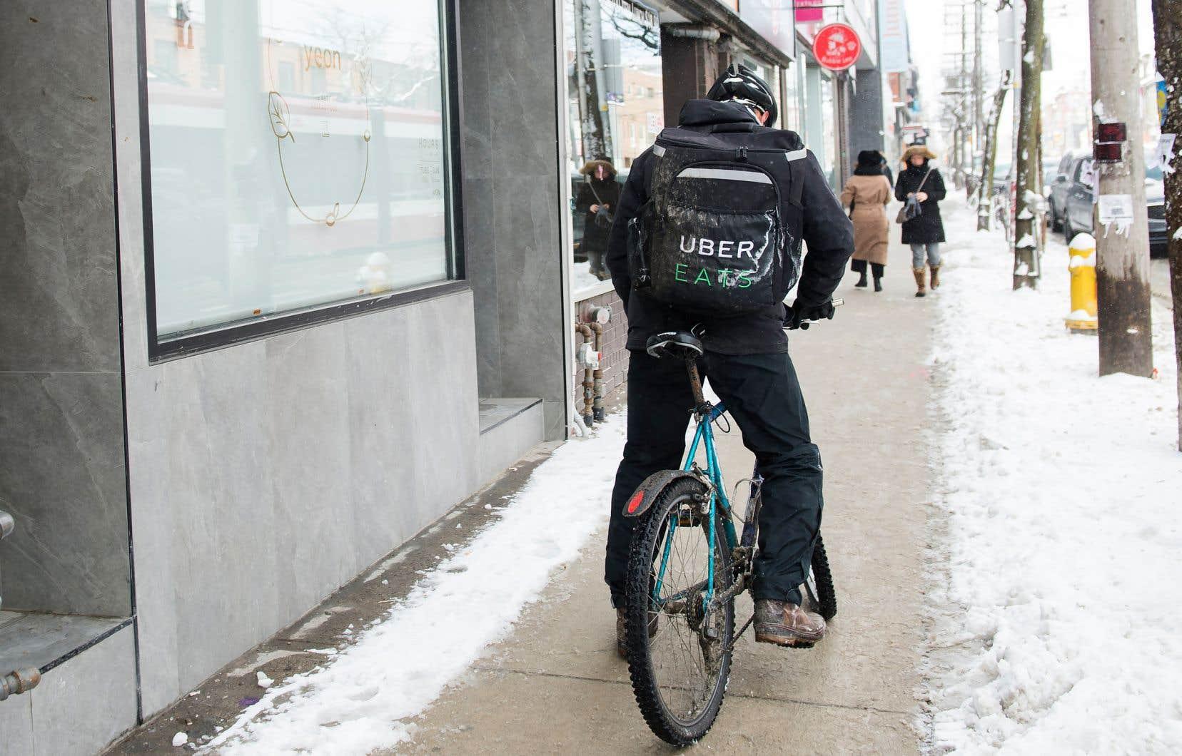 Les coursiers à bicyclette sont, malgré eux, des travailleurs autonomes, précise l'auteur.
