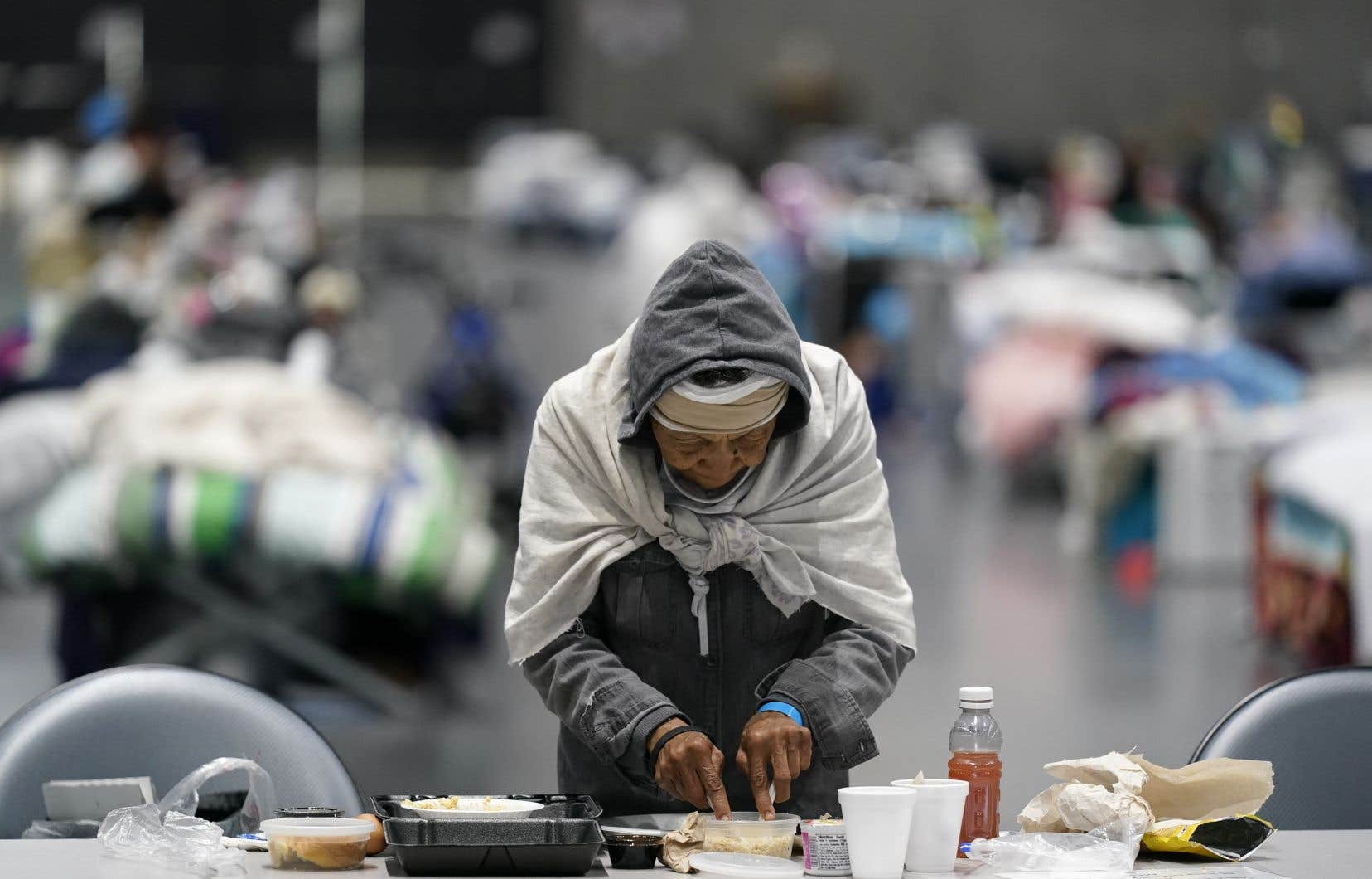 Les Latinos, comme les Afro-Américains, plus touchés par la COVID-19 que le reste de la population, se retrouvent en première ligne de la contagion, dans des lieux de travail insalubres, et en occupant des emplois essentiels où le niveau d'exposition est plus élevé.