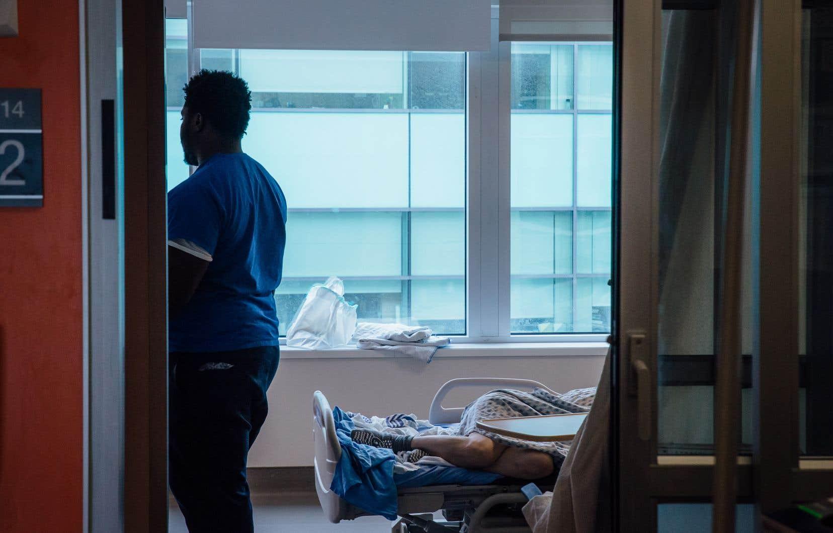 Le projetd de loimet en place deux voies d'admissibilité à cette aide: l'une qui permettrait aux personnes proches de la mort de recevoir l'aide médicale à mourir, l'autre imposant des critères plus restrictifs aux personnes qui n'en sont pas là.