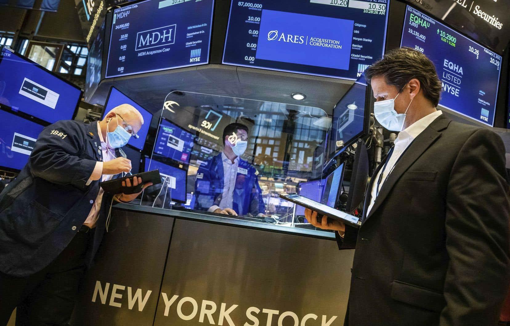 Après avoir fait face à une chute vertigineuse en mars dernier, les marchés sont en proie à une euphorie boursière depuis plusieurs mois, notamment du côté des actions technologiques.