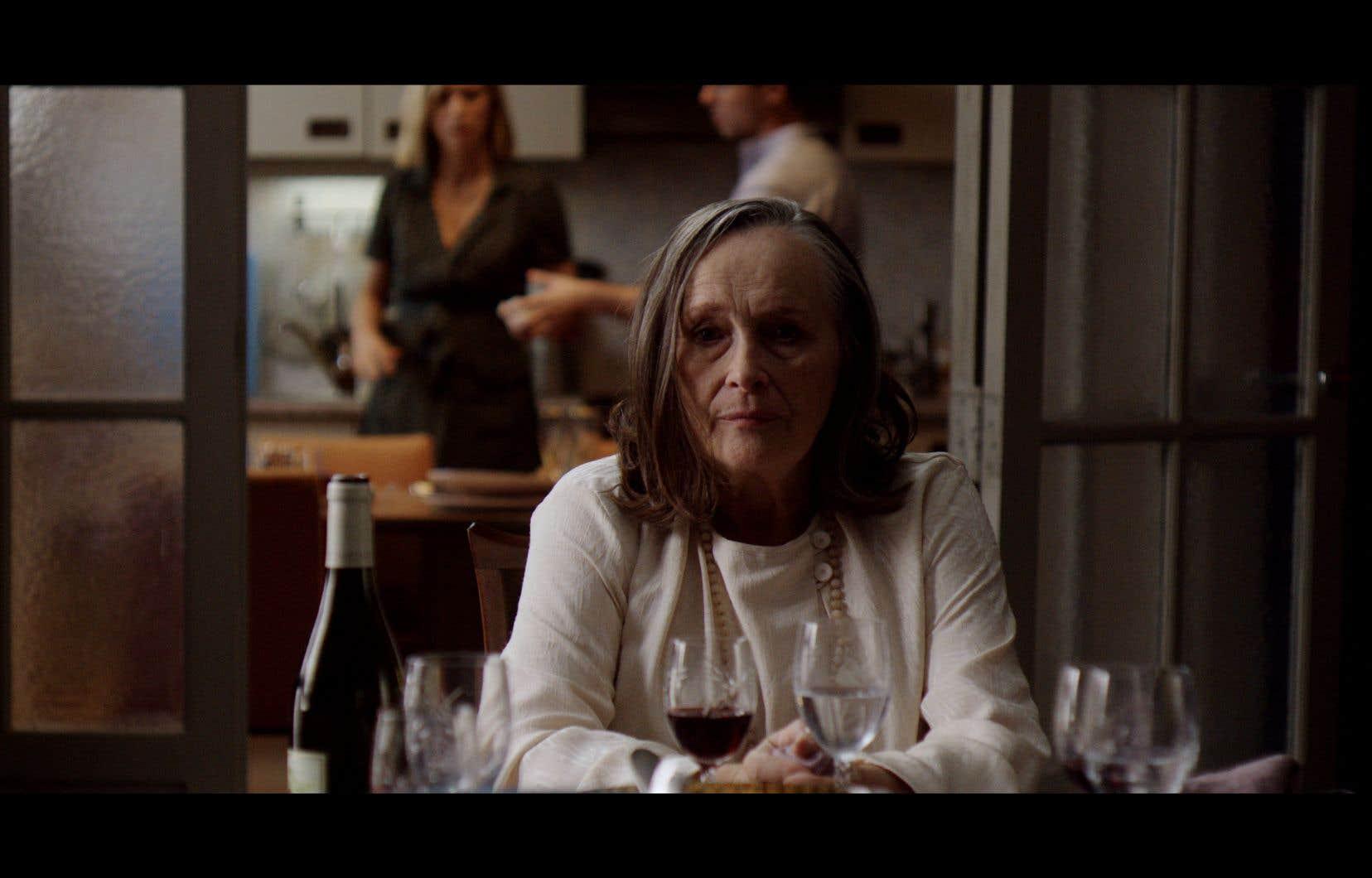 Muette, mais éminemment expressive, Martine Chevallier compose une Mado marquée par des drames enfouis et des aspirations tues.