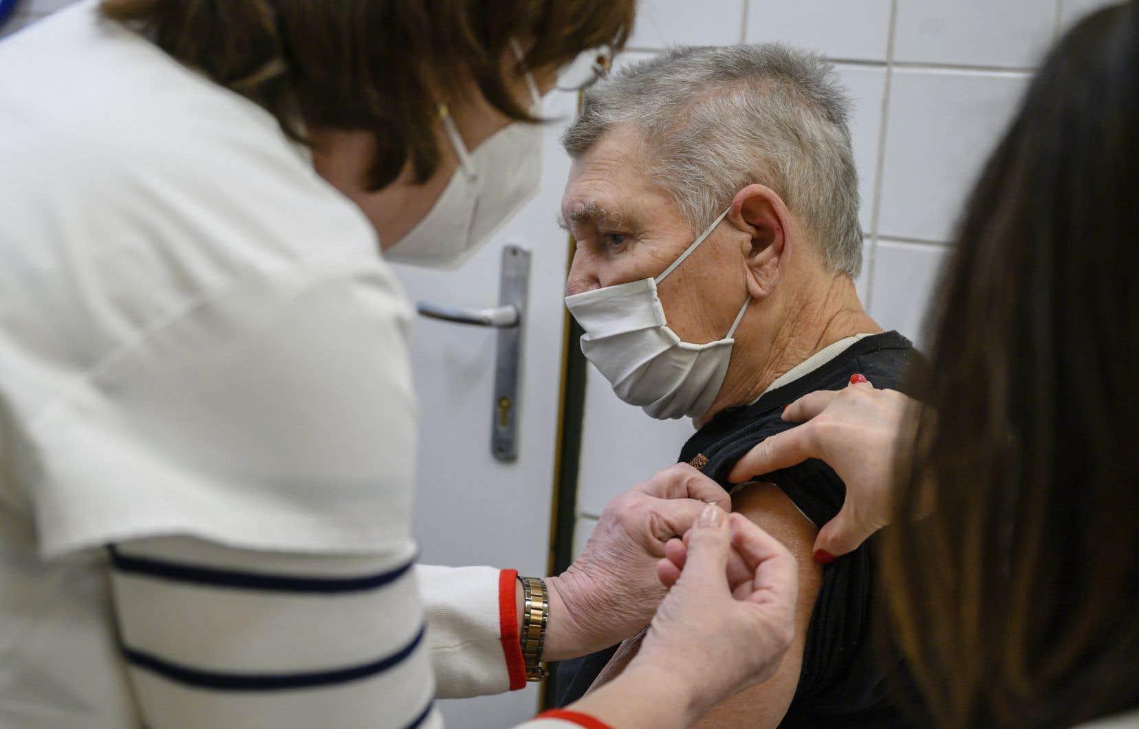 Au Canada, les gens âgés d'au moins 80ans représentent 70% des décès.