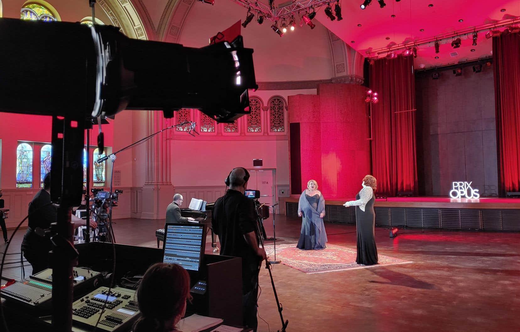 L'émouvante prestation de Karina Gauvin  et de Marie- Nicole Lemieux,  accompagnées d'Olivier Godin au piano,  a marqué  la cérémonie.