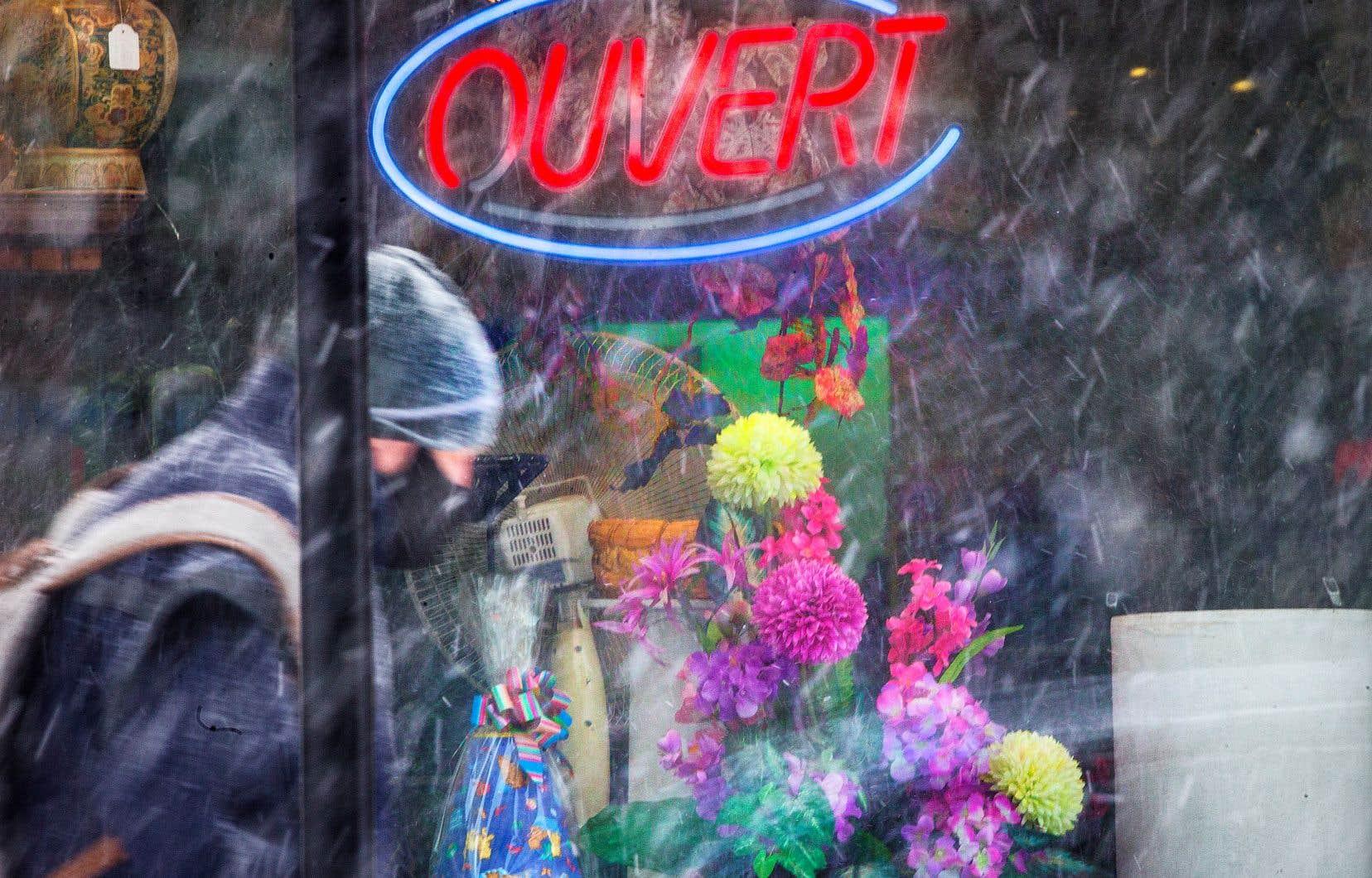 Les commerces non essentiels rouvrent lundi partout au Québec.