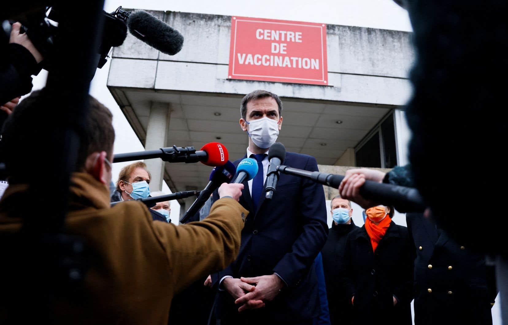 Olivier Veran après avoir reçu sa dose du vaccin AstraZeneca