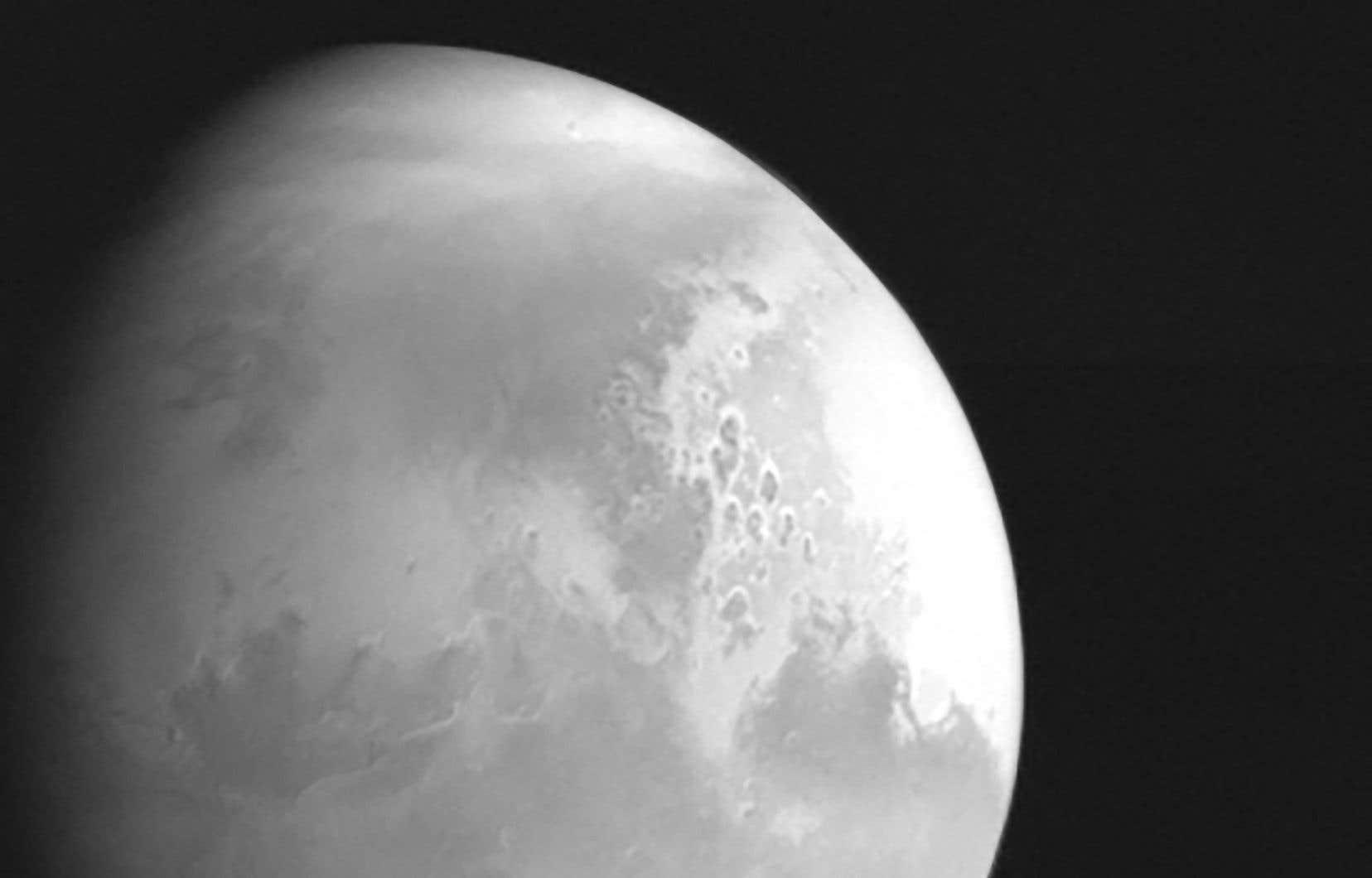 La sonde chinoise <i>Tianwen-1</i> a réussi à se placer en orbite autour de Mars mercredi, après un voyage de près de sept mois depuis la Terre.